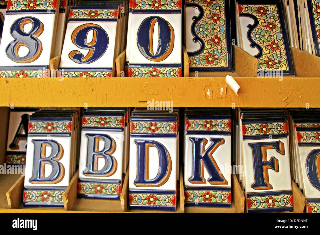 Ceramica di numeri e lettere foto immagine stock  alamy