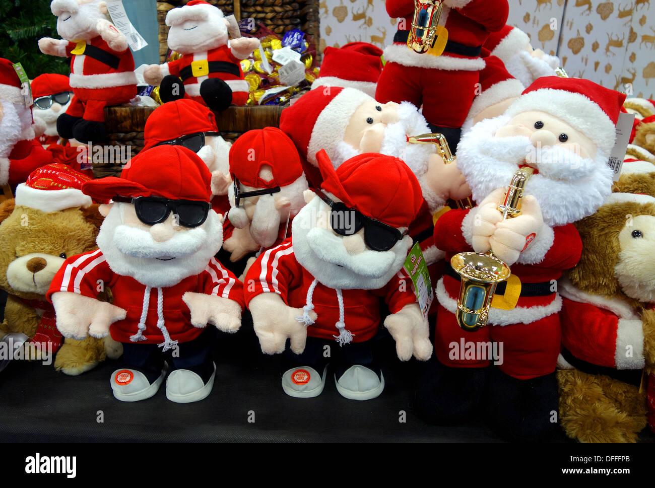 Un display di giocattoli di Natale in un negozio Foto Stock