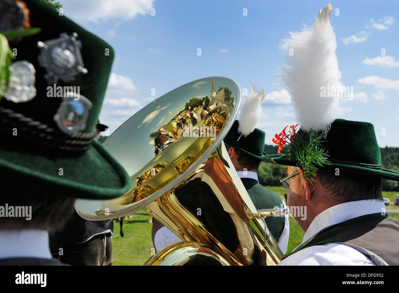 Marching Band, Leonhardiritt processione, Harmating, Egling, Alta Baviera, Baviera, Germania Foto Stock