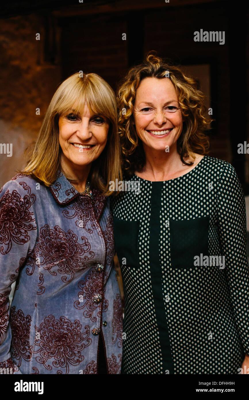 Kate umile e Lynn Faulds-Wood Immagini Stock