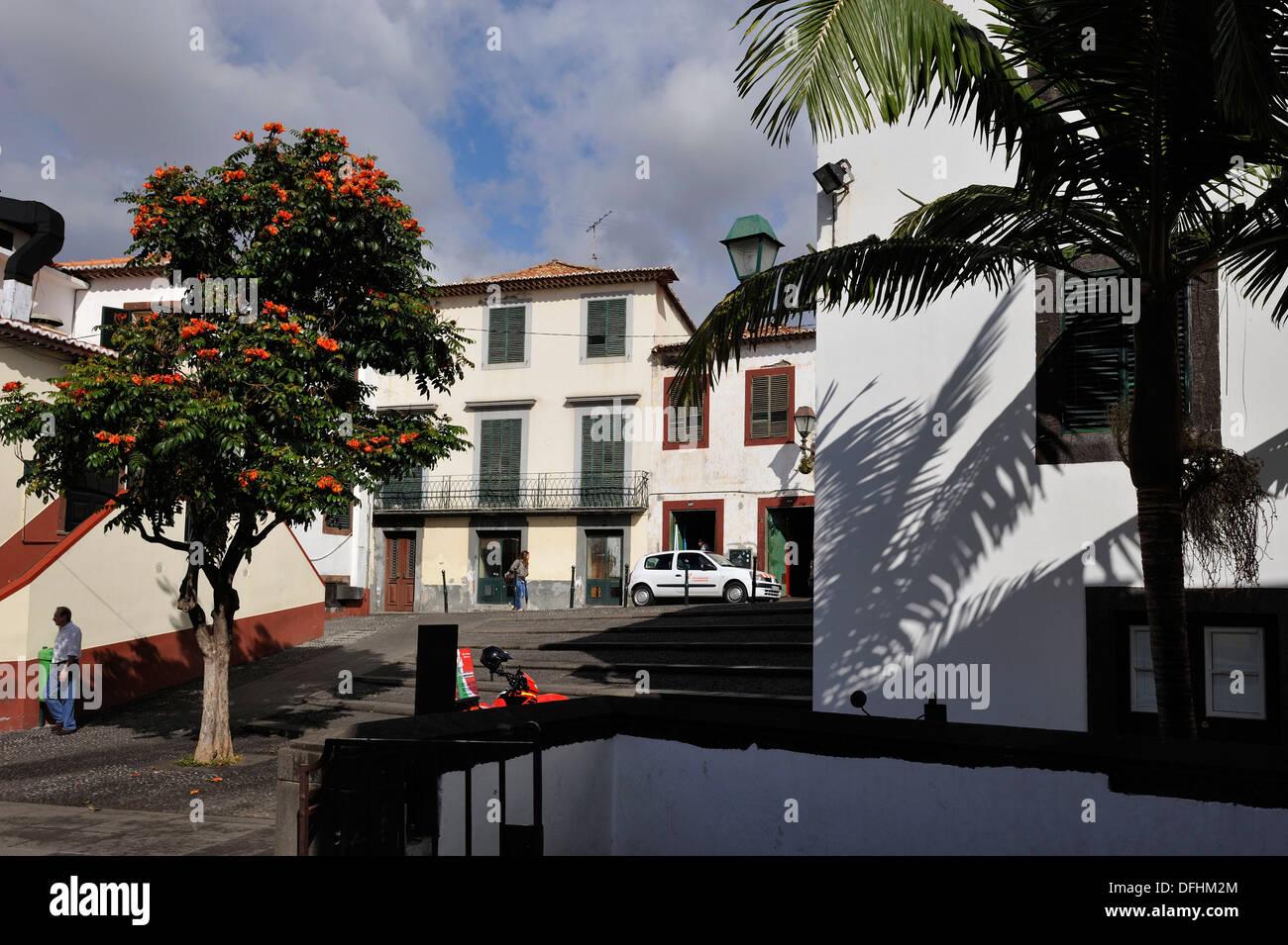 Square e la cappella Corpo-Santo nella città vecchia, Funchal, Madeira Island, Oceano Atlantico, Portogallo Immagini Stock