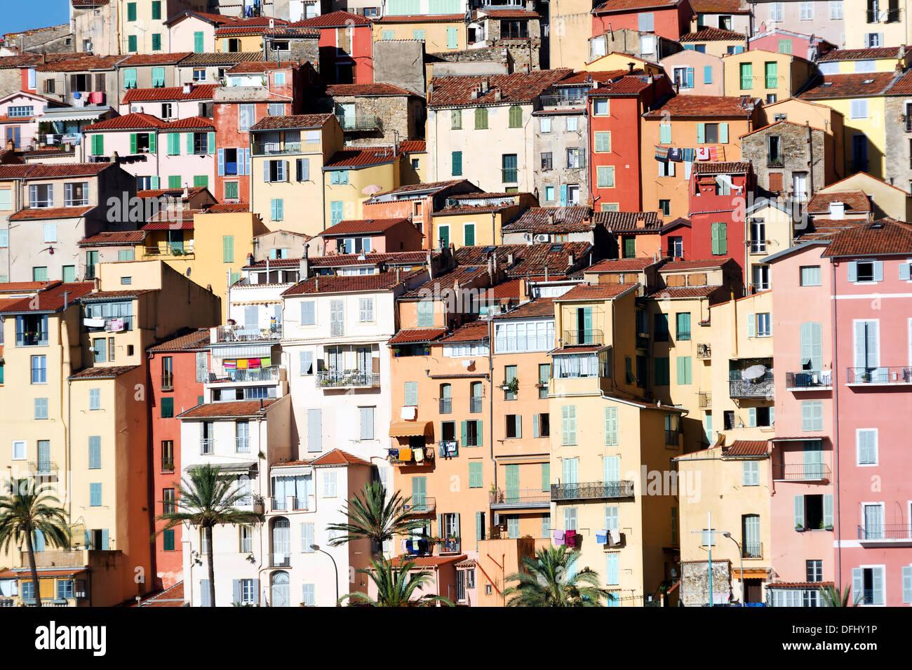L'Europa, Francia alpes-maritimes, menton. La casa colorata della città vecchia. Immagini Stock
