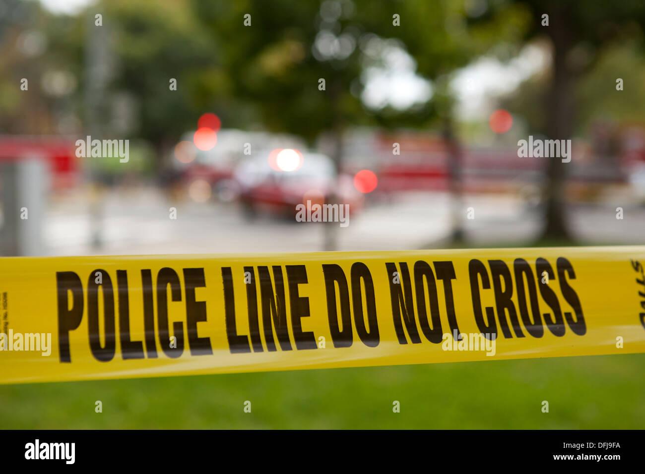 Linea di polizia il nastro a una scena del crimine - Washington DC, Stati Uniti d'America Immagini Stock