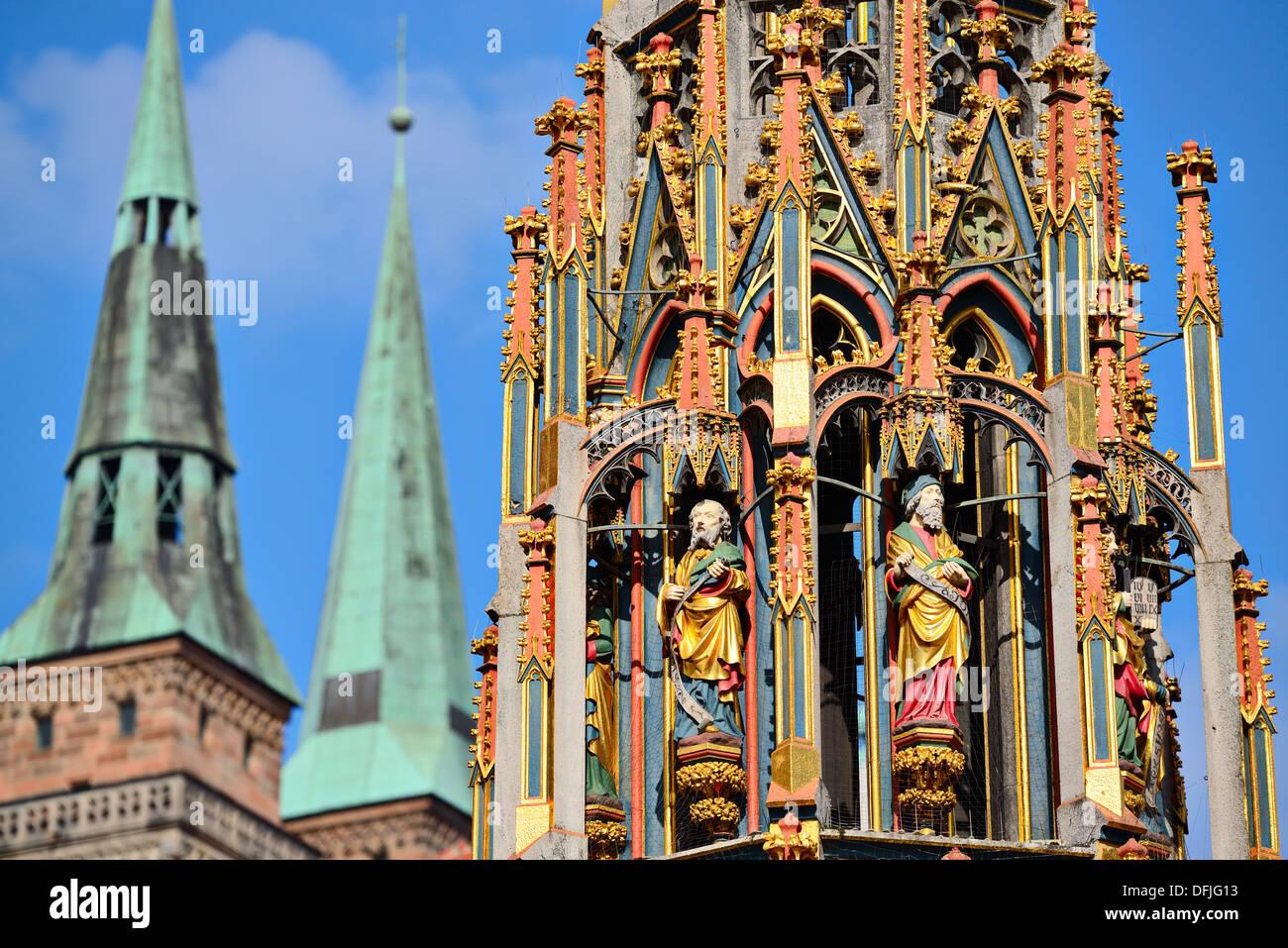 Dettaglio della bella fontana di Norimberga, Germania. Foto Stock