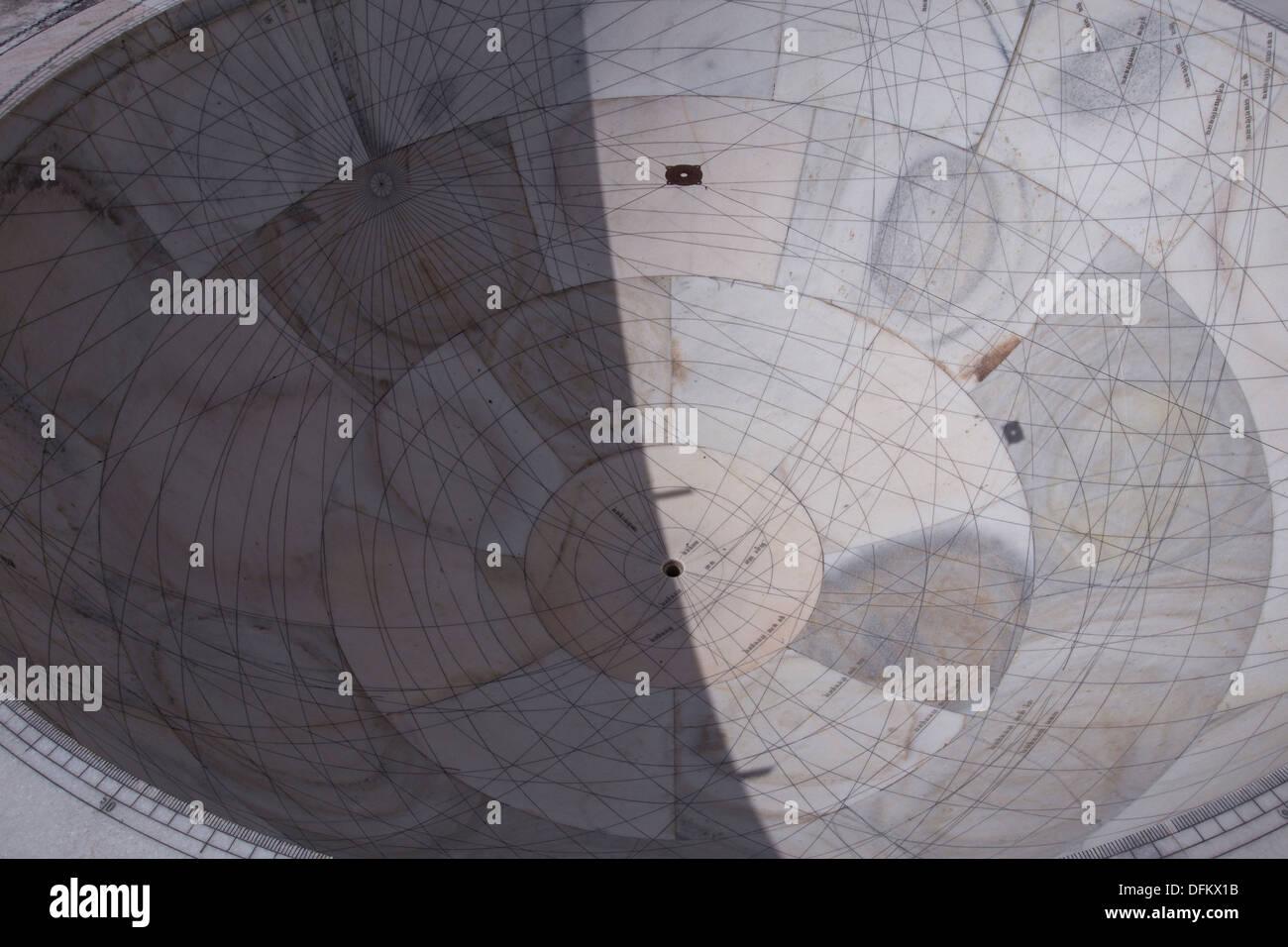 Jantar Mantar a Jaipur è una collezione di architettura di strumenti astronomici. Immagini Stock