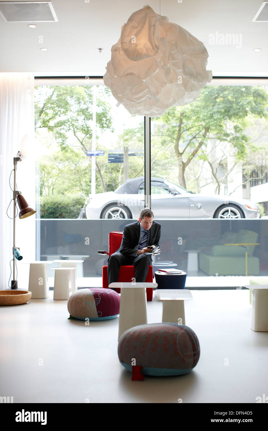 Valutazione nella lobby con arredamento designer, cittadino M Hotel, Amsterdam, Paesi Bassi Immagini Stock