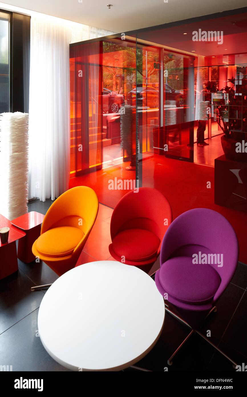 Lobby con arredamento designer, cittadino M Hotel, Amsterdam, Paesi Bassi Immagini Stock