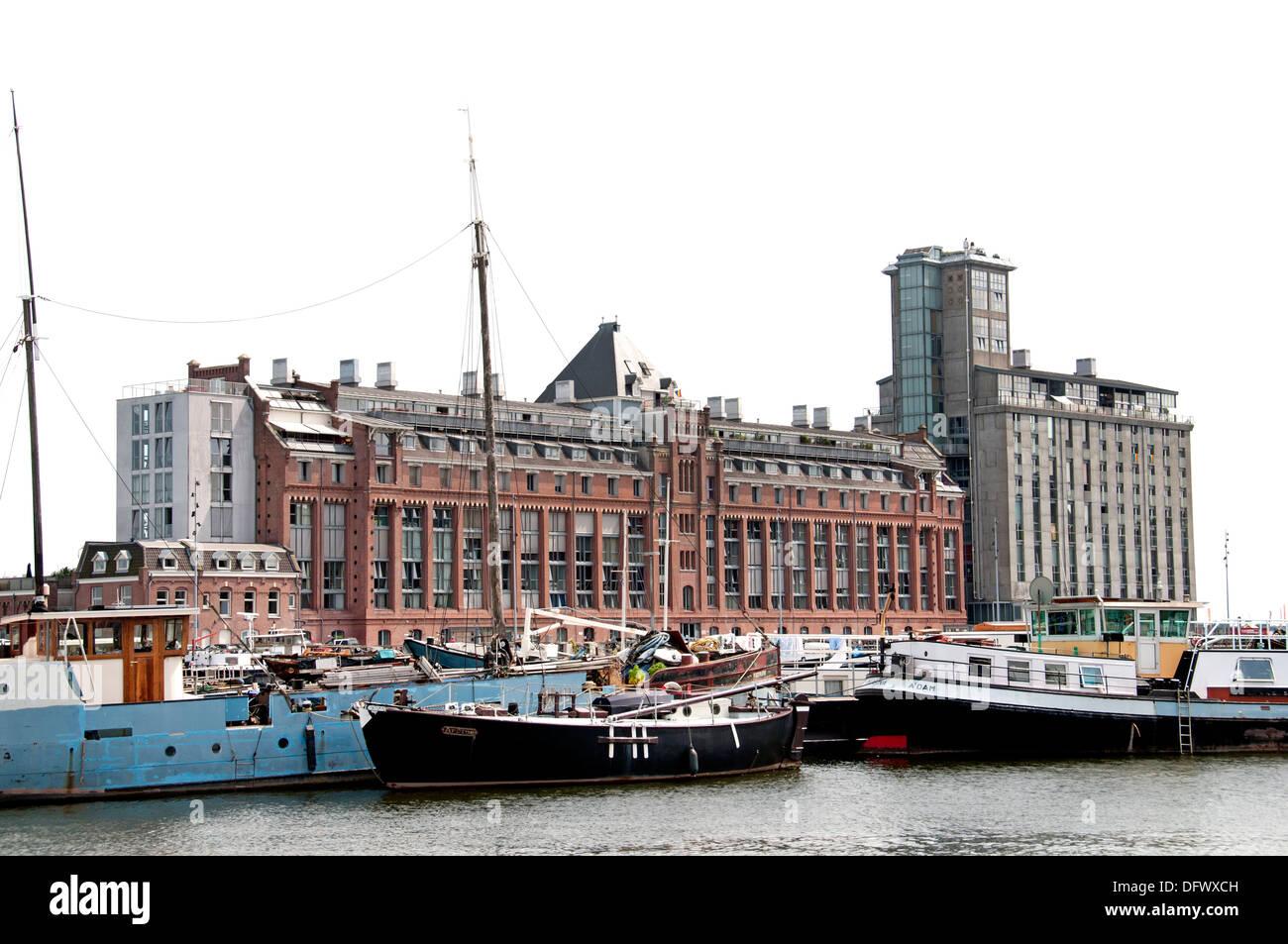 Amsterdam Paesi Bassi architettura moderna Appartamenti su Westerdoksdijkand tra Oude Houthaven e IJ Port Harbour canal Immagini Stock
