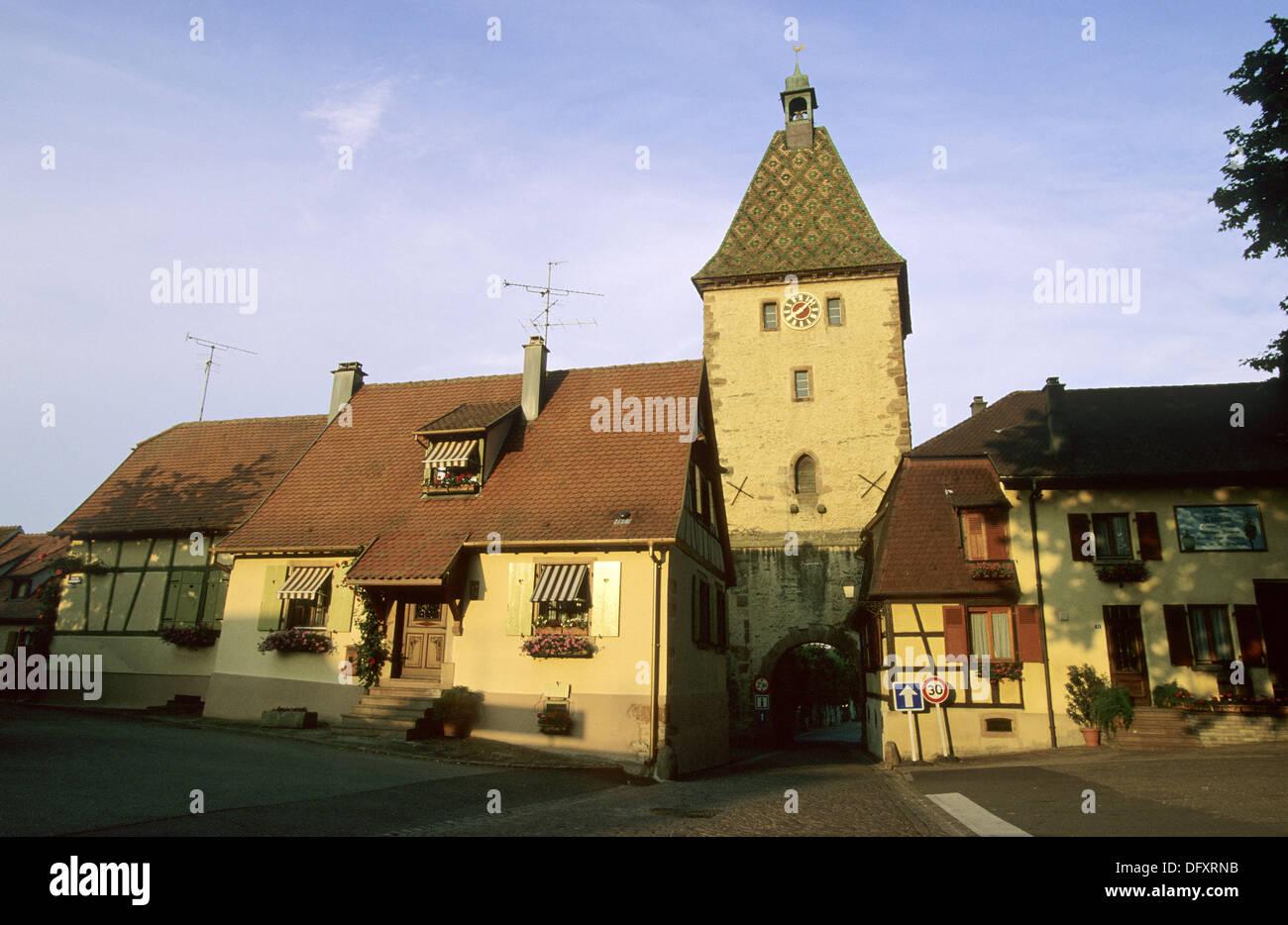 La porte haute, Bergheim, vino Alsaziano road, Alsazia, Francia Foto Stock