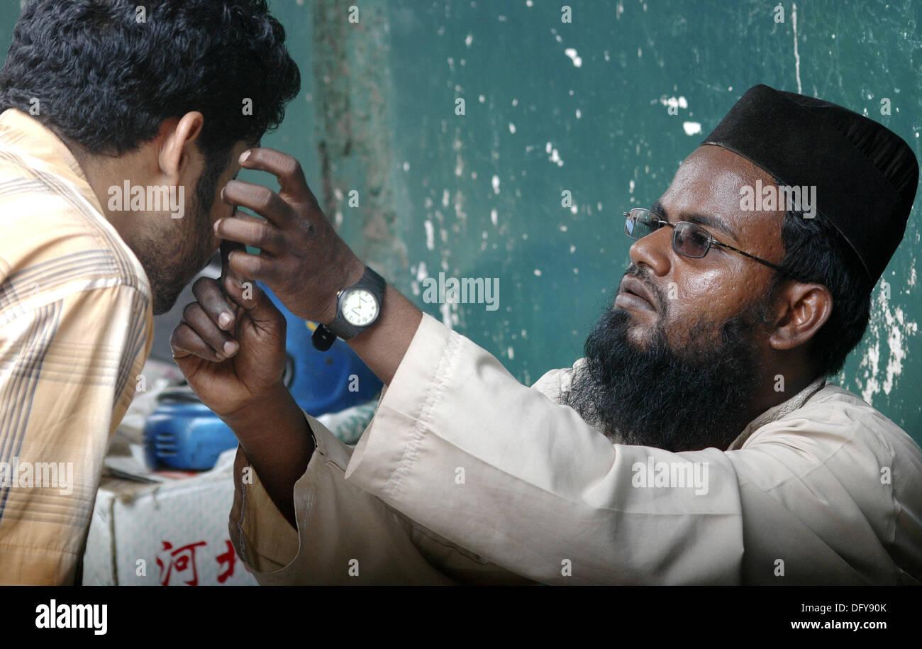 Panjim Goa, India, santo Musulmano olio venditore durante il Jashn-Eid-Milad Onu Nabi festa, per commemorare il profeta Maometto la nascita Immagini Stock