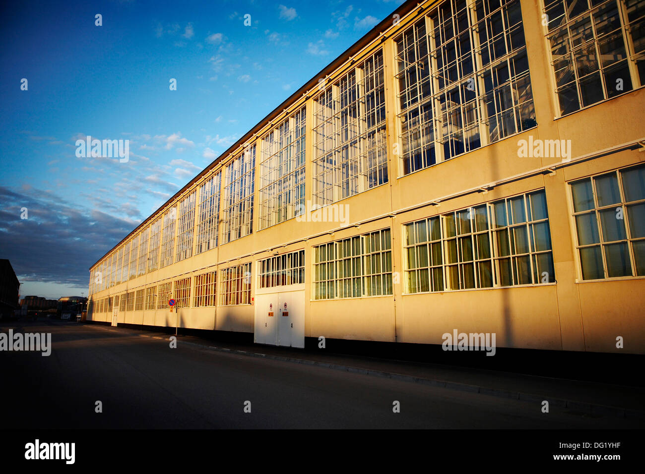 Edificio industriale con grandi finestre Immagini Stock