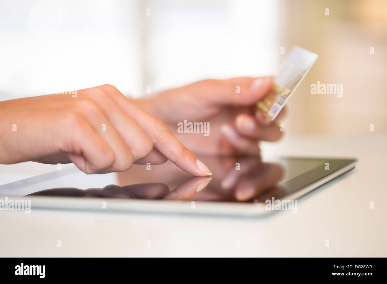 Calcolatore femmina dito web interna Immagini Stock