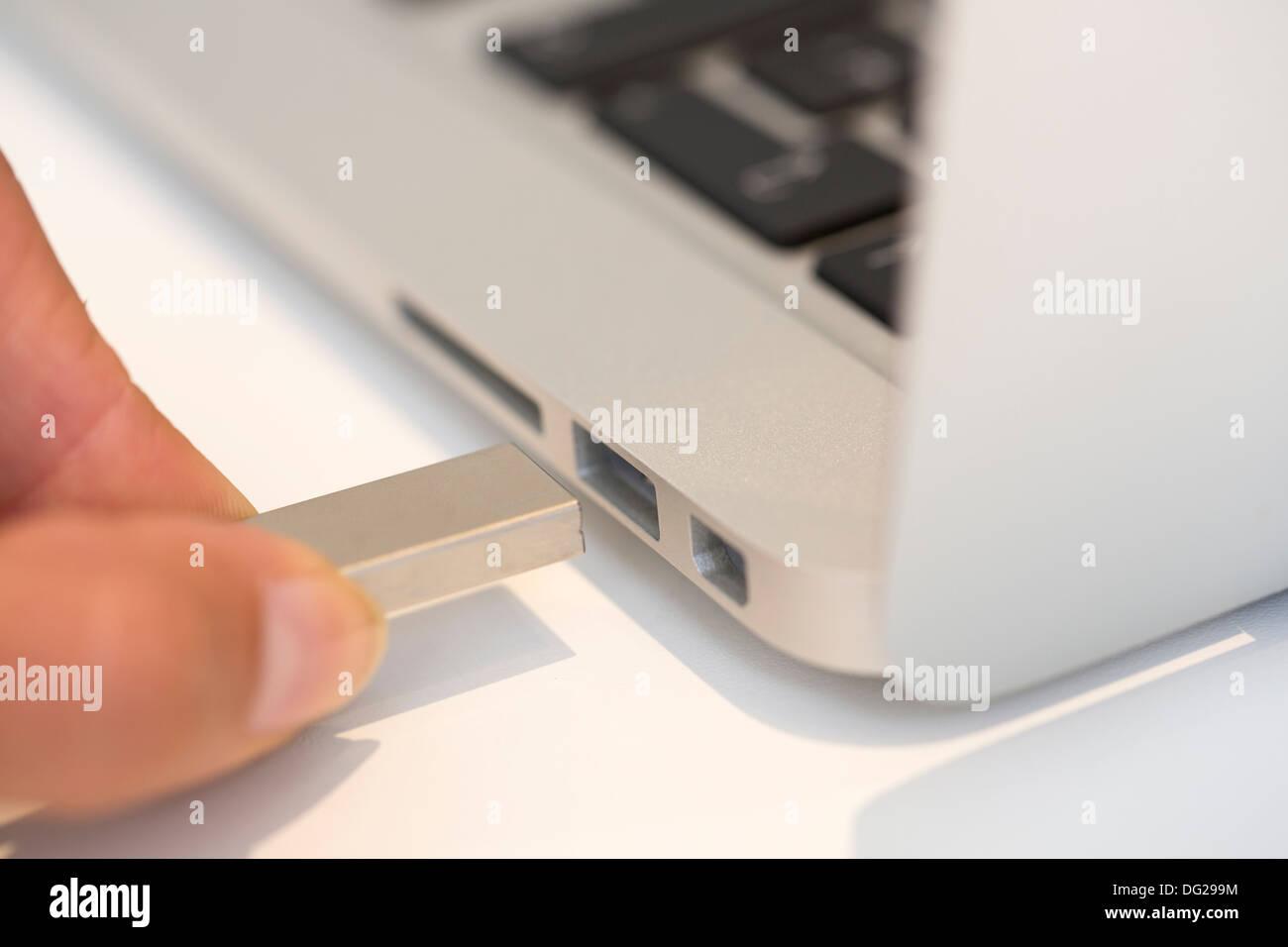 Femmina scrivania portatile per interni della tastiera Immagini Stock
