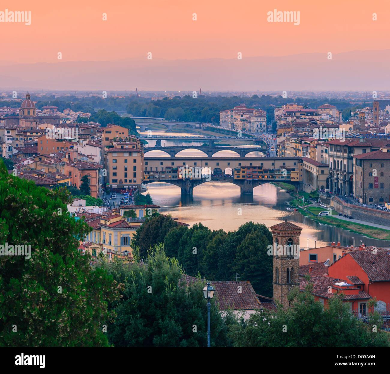 Il Ponte Vecchio sull'Arno a Firenze, Italia. Preso dal Piazzale Michelangelo Immagini Stock