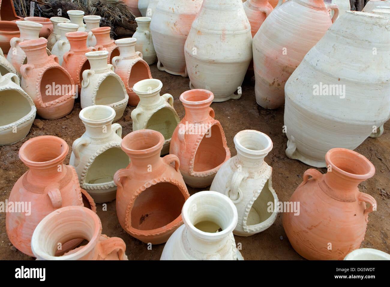 Tunisia.Djerba.Guellala. ceramica tradizionale . Officina di Younes El-Ghoul. Immagini Stock