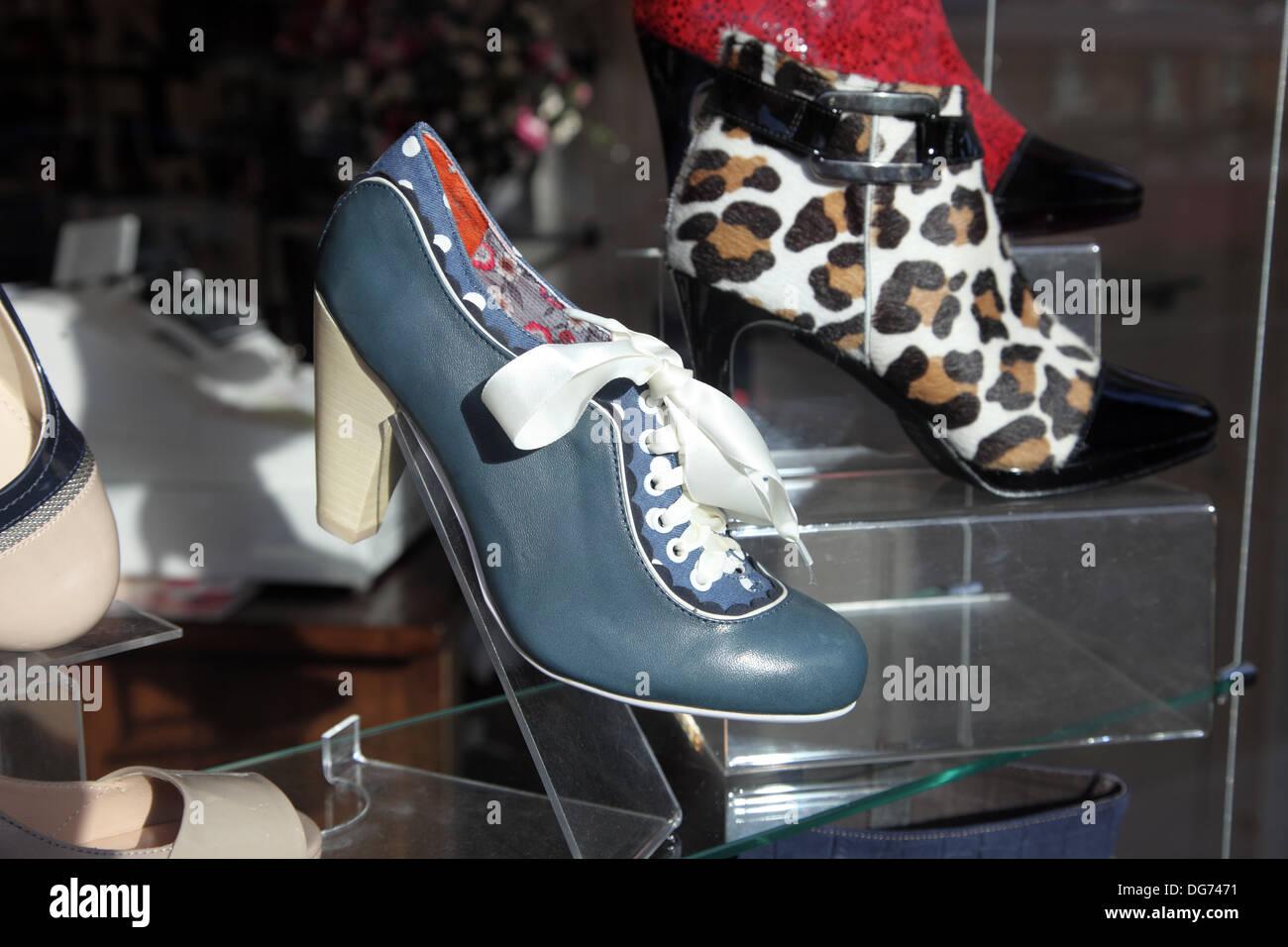 Licenza poetica scarpa gioco venduto da Moda, Belfast Immagini Stock