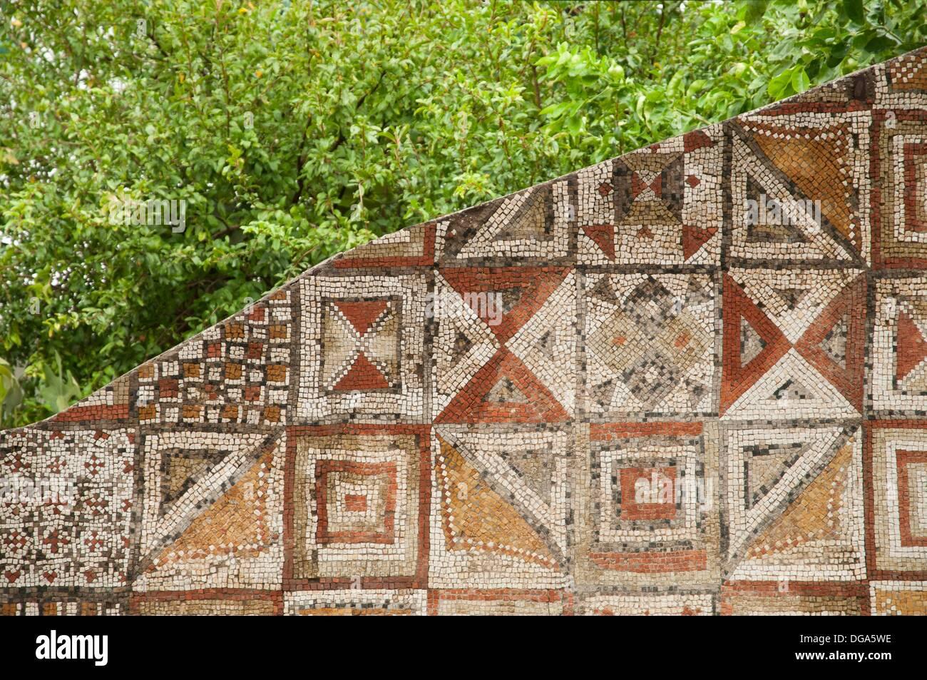 Muro romano di piastrelle a mosaico lavoro presso il museo di storia
