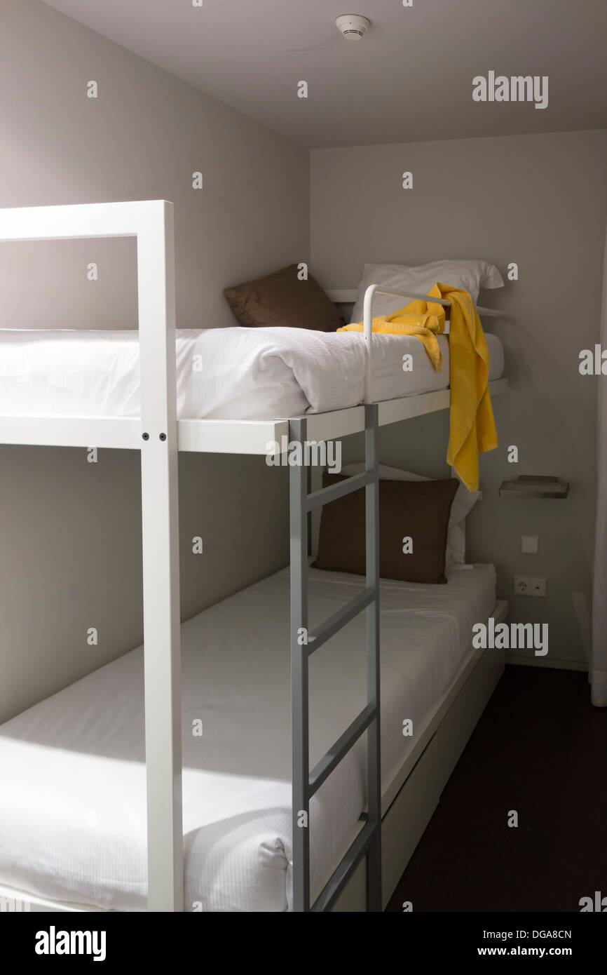 Camera da letto con letti a castello Foto & Immagine Stock: 61691749 ...
