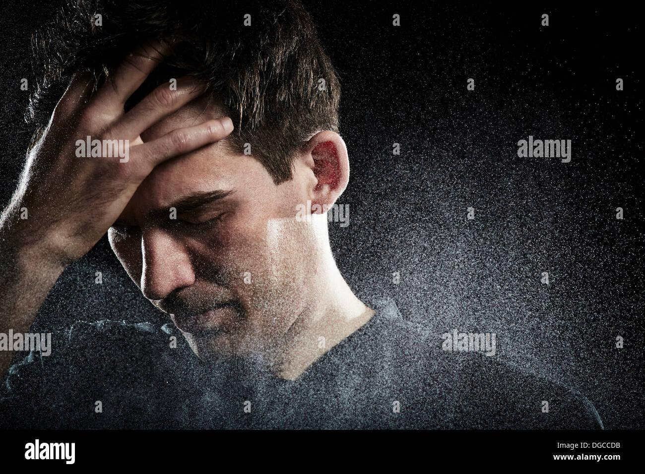 Close up dei maschi di giocatore di calcio con la mano sulla faccia Immagini Stock