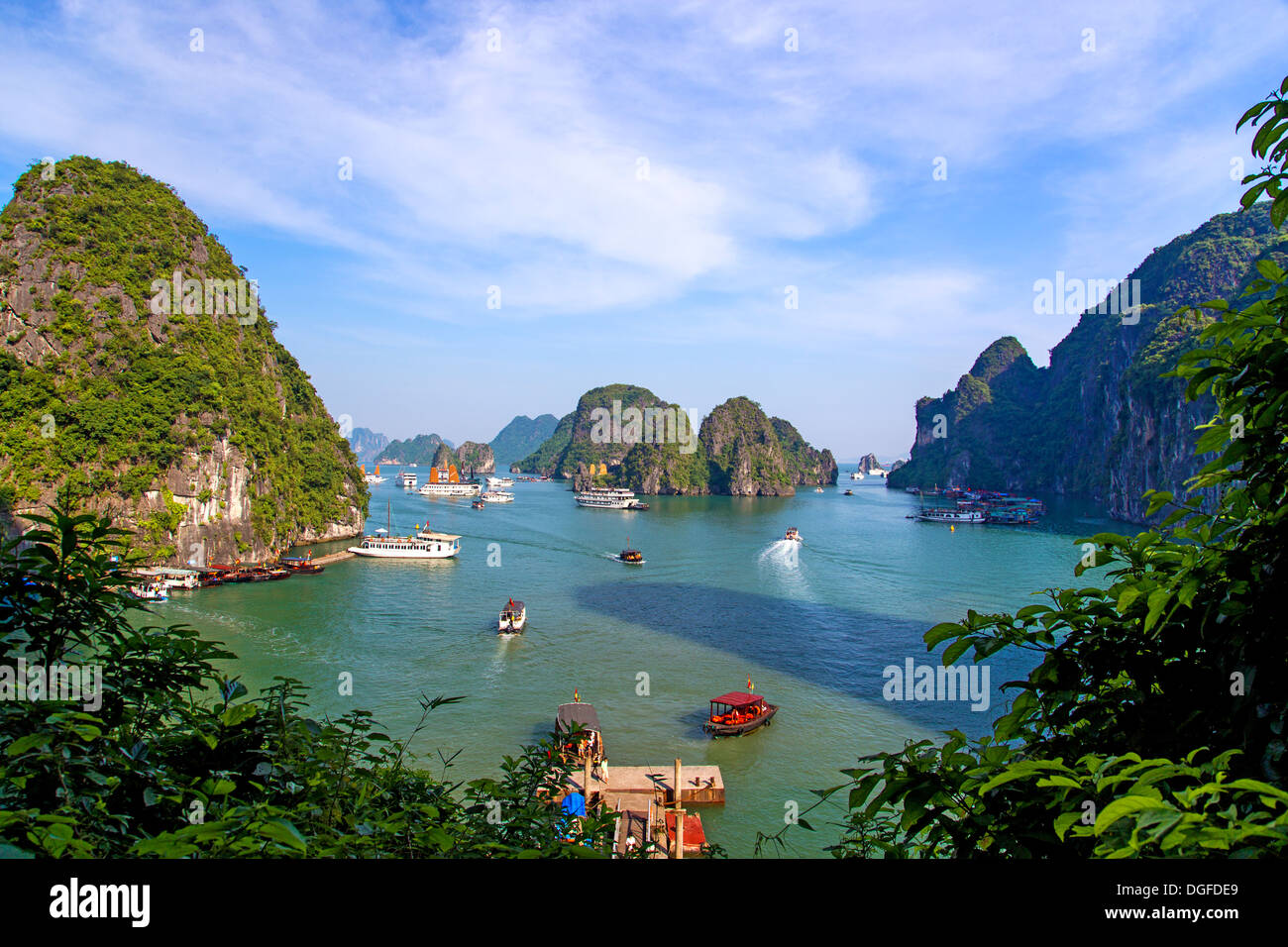 Una vista della Baia di Ha Long in Vietnam Immagini Stock