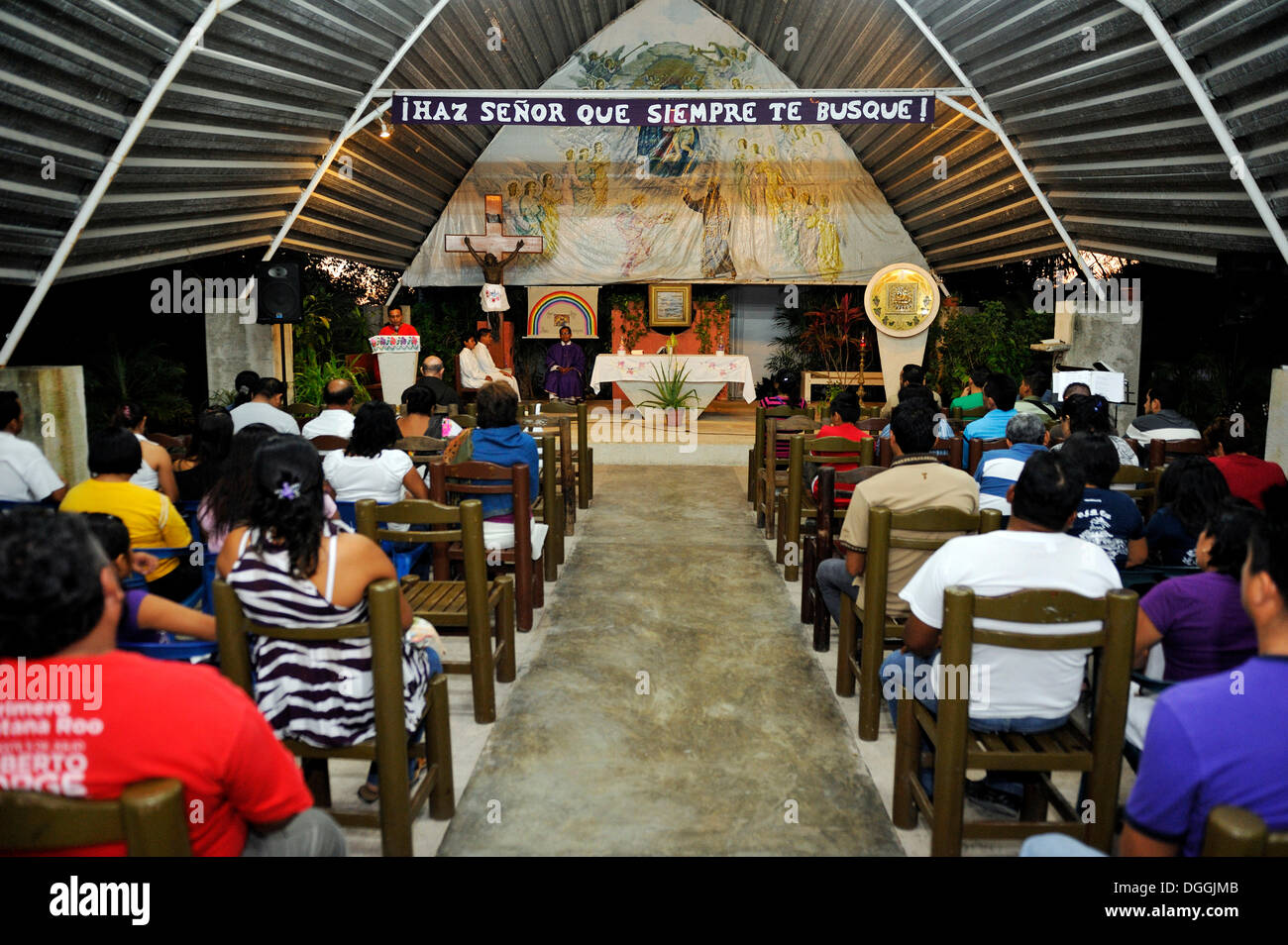 Santa Messa per i poveri nel Santuario del Padre Pio, un ordine dei Cappuccini, Cancun, la penisola dello Yucatan, Quintana Roo, Messico Immagini Stock