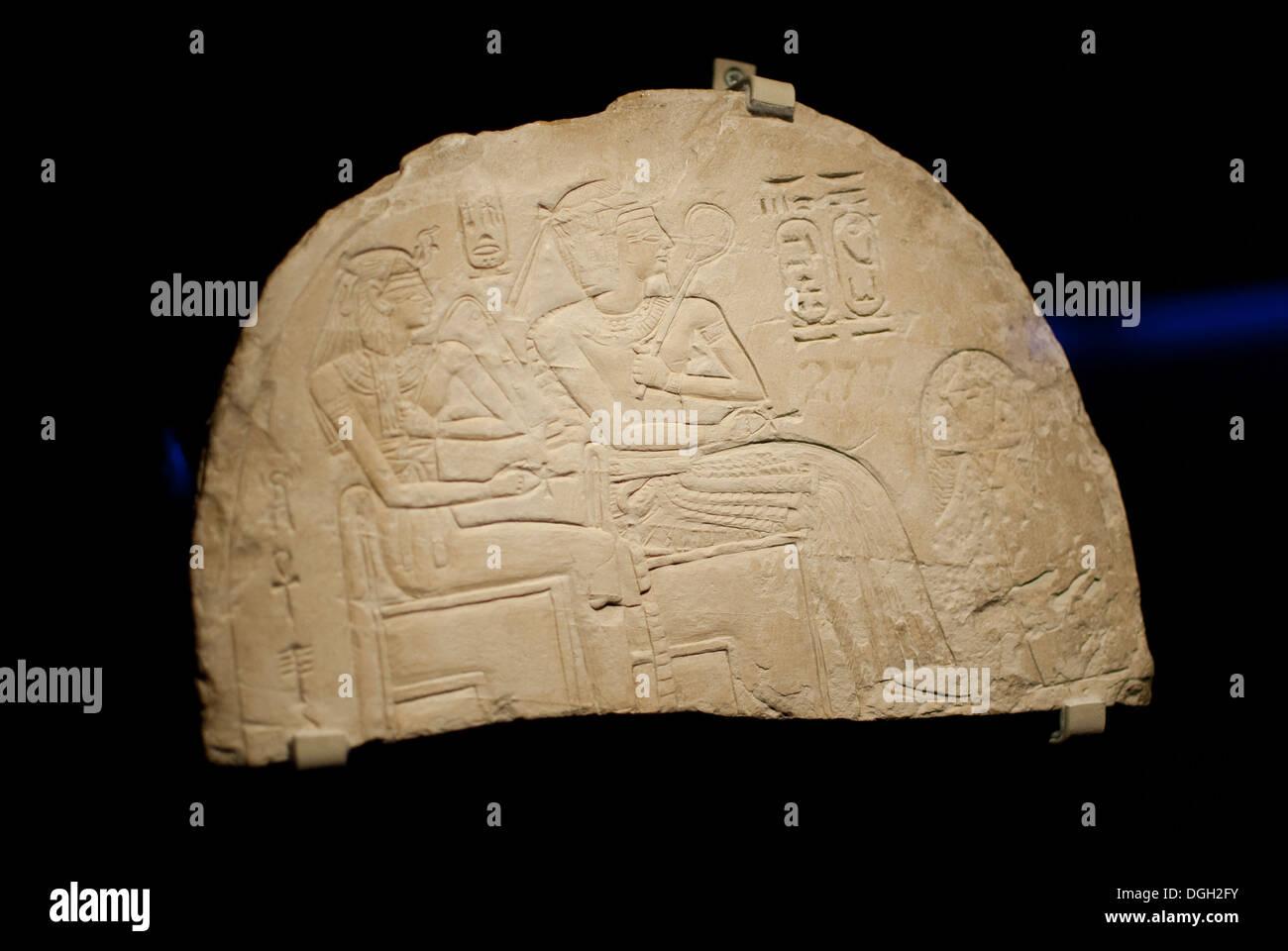 """Stele di pietra calcarea con re Amenofis I. Teba, Egitto, XIX dinastia, circa. 1200 BC. Tesori di culture di tutto il mondo"""" Immagini Stock"""