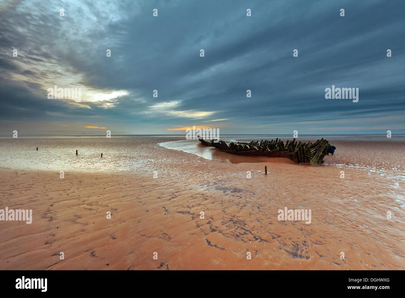 Viste di un naufragio sulla spiaggia berrow. Immagini Stock