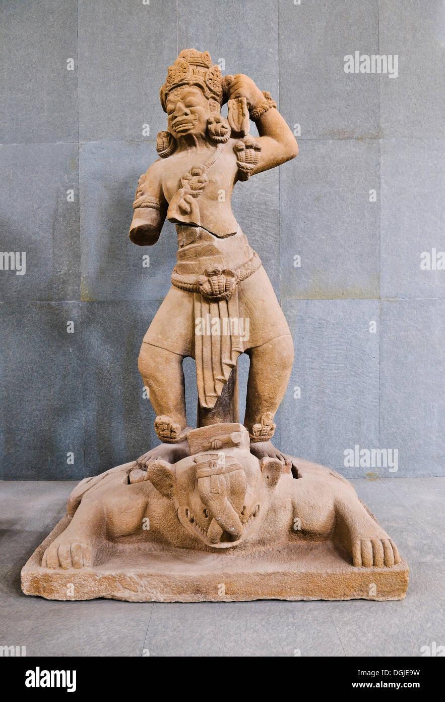 Statua di Dvarapala, semidio che custodisce l'ingresso, Cham Museum, Da Nang, Vietnam, sud-est asiatico Immagini Stock