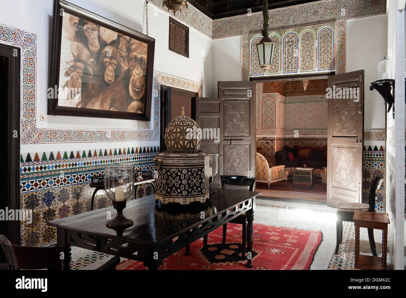 Incredibile dettagliata corridoio marocchino con piastrelle in
