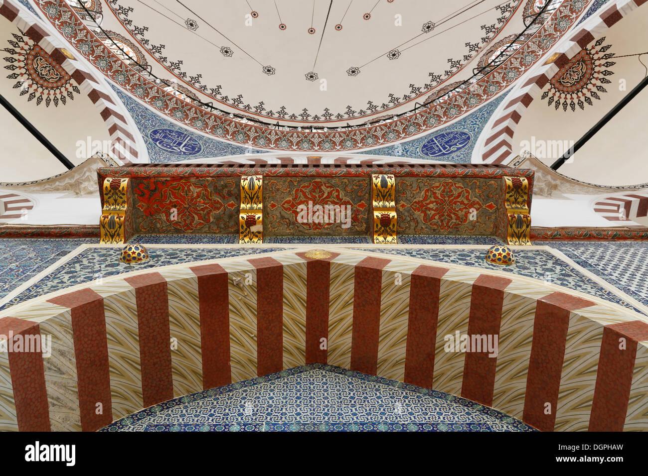 Ruestem Pasha moschea, ingresso visto dal di sotto, Istanbul, Turchia, Europa, Istanbul, Provincia di Istanbul, Turchia Immagini Stock