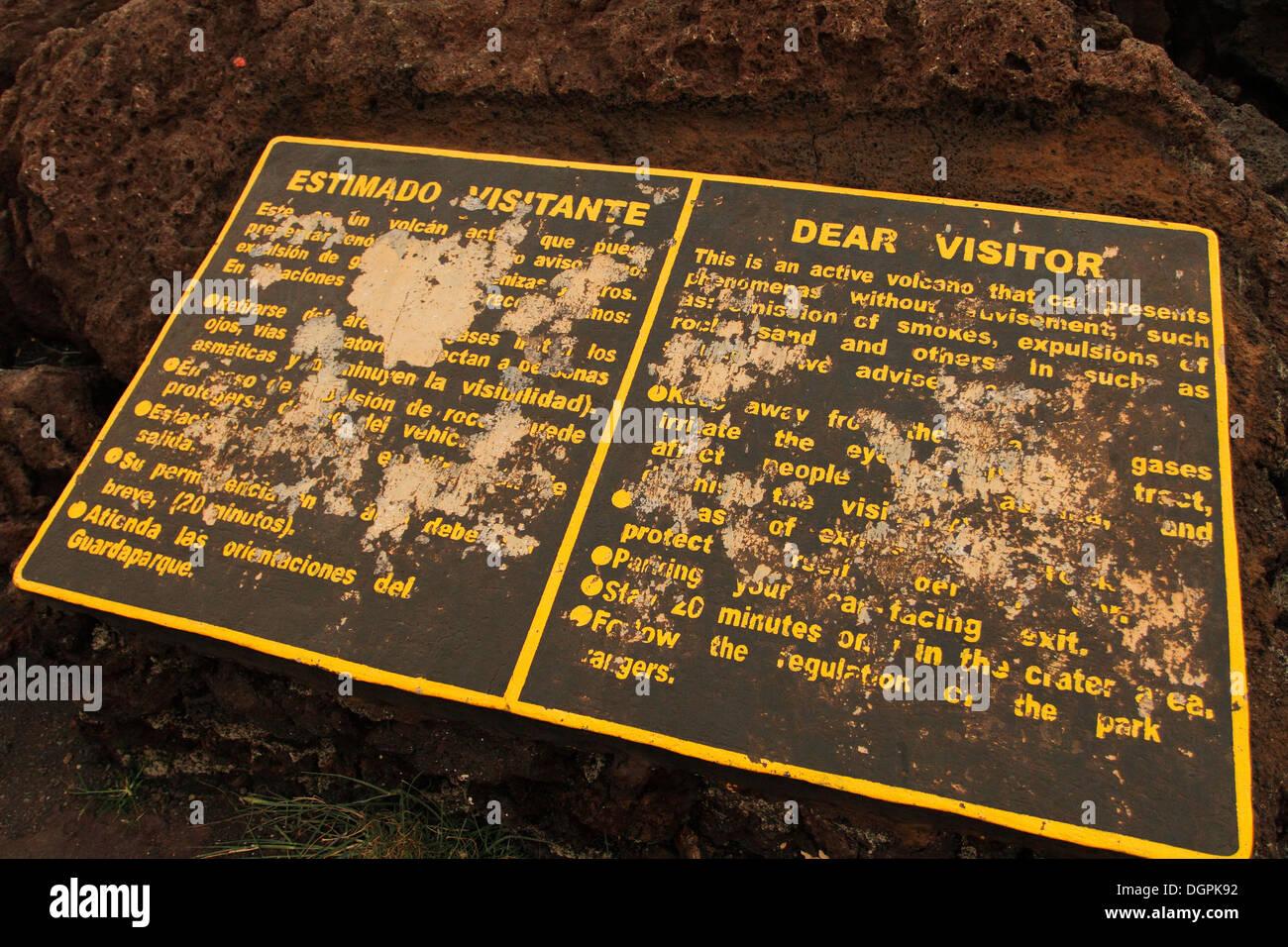 Cartello di avvertimento vicino Vulcano Masaya, Nicaragua. Immagini Stock