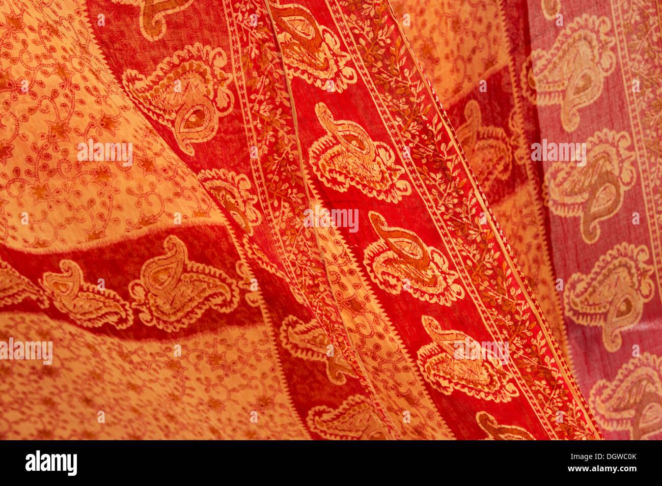 Indiano colorato rosso arancio sari pattern Immagini Stock