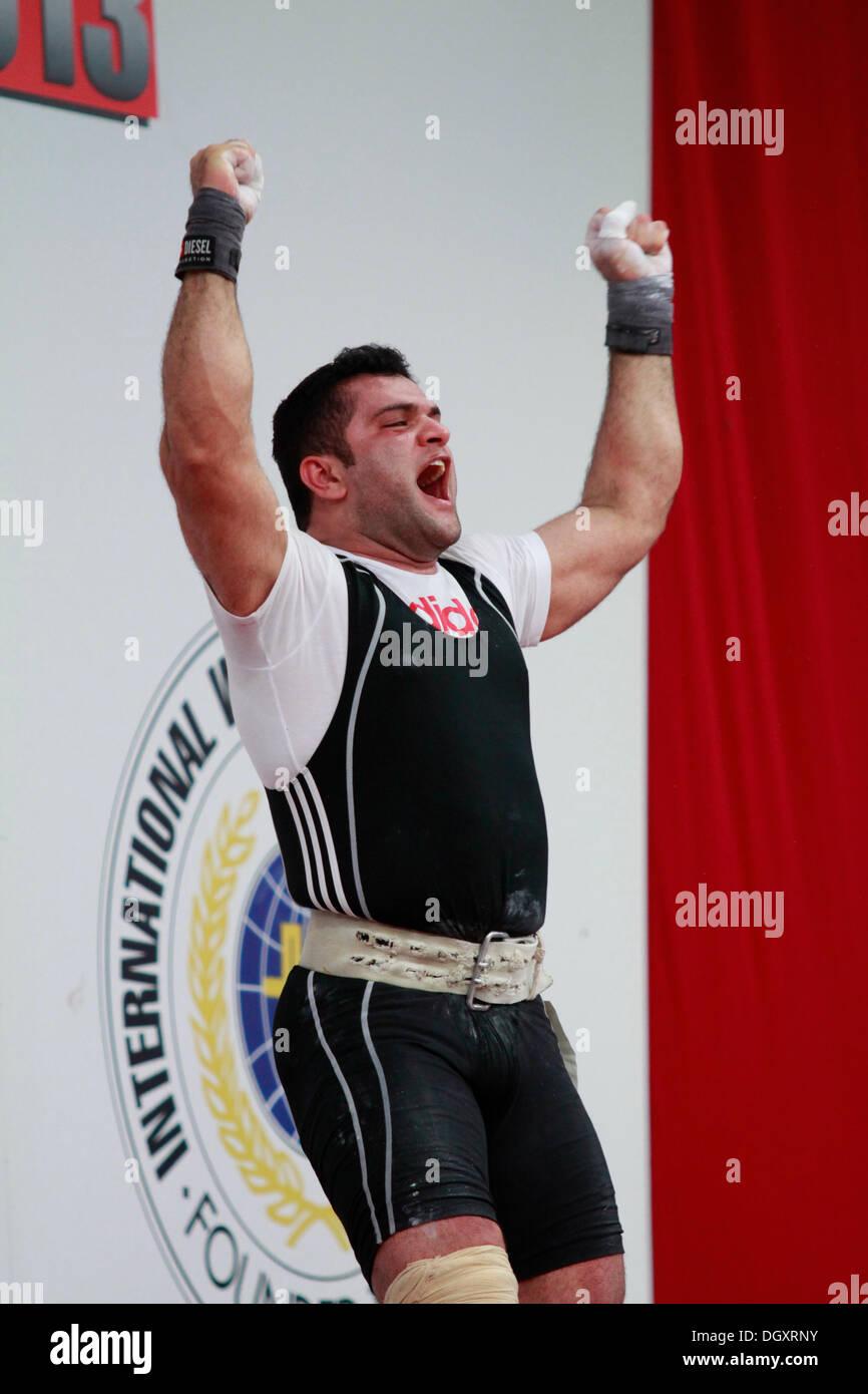 Wroclaw, Polonia. 27 ott 2013. Mohammadreza Barari (IRI) durante uomini 105 KG gruppo finale a 2013 IWF pesi World Foto Stock