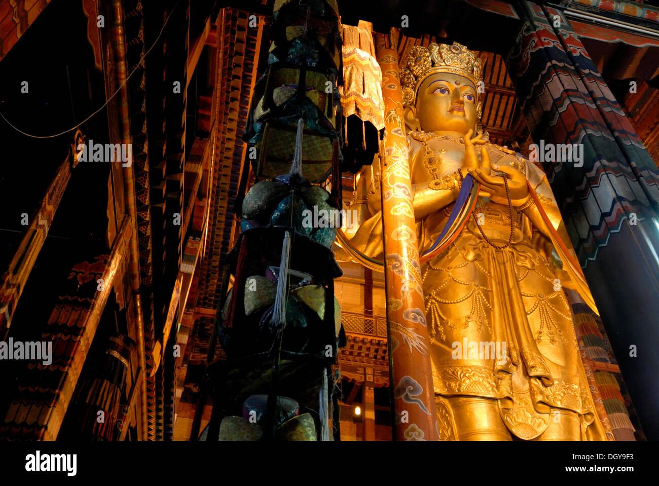 26-metro-alta statua della dea Janraisig, Sanscrito Avalokiteshvara, Monastero Gandan, Migjid Janraisig Sueme, Gandan Khiid Immagini Stock