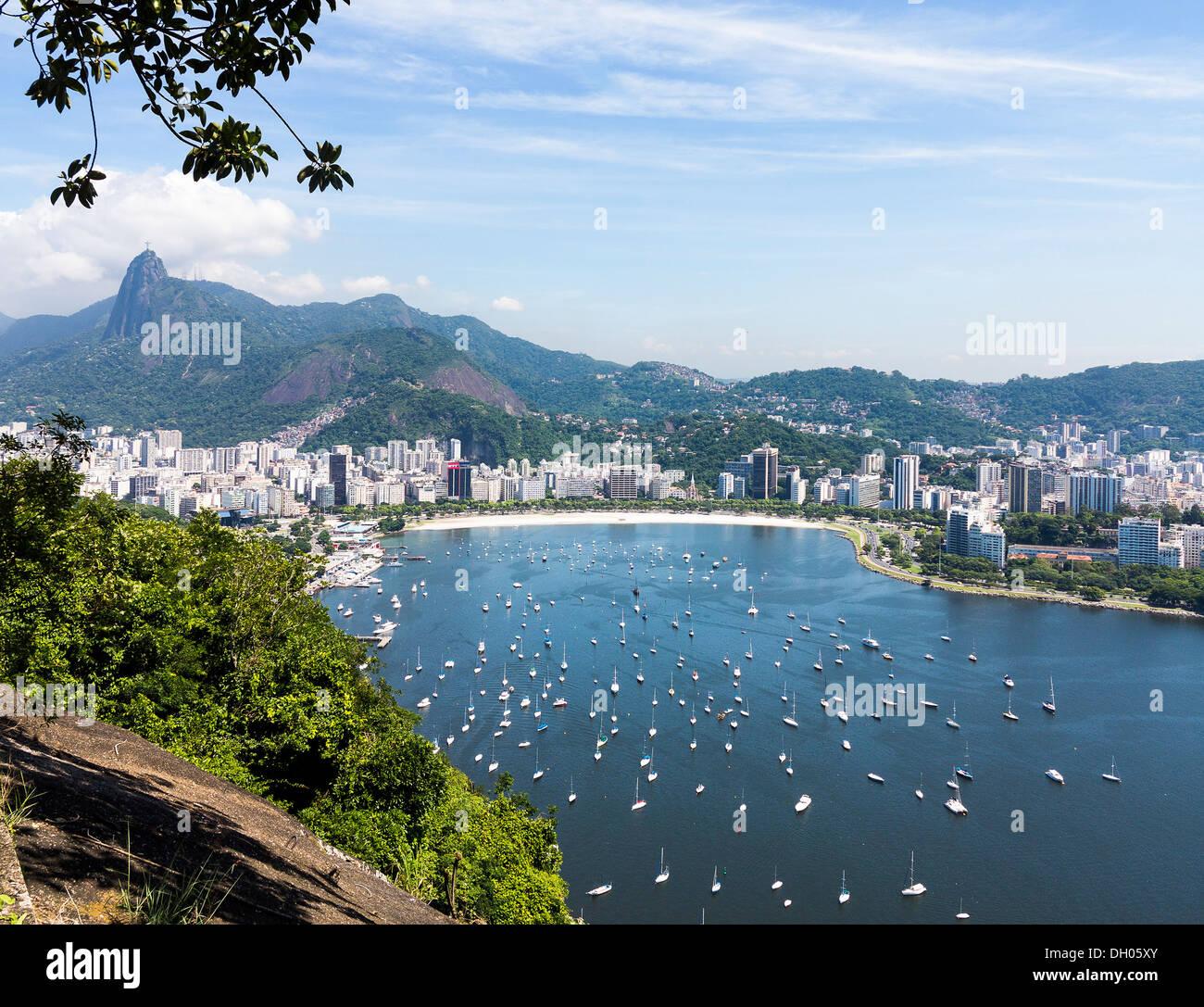 Rio de Janeiro, Brasile, Sud America - Antenna della città e del porto di Baia Guanabara / Ba'a da Guanabara Immagini Stock