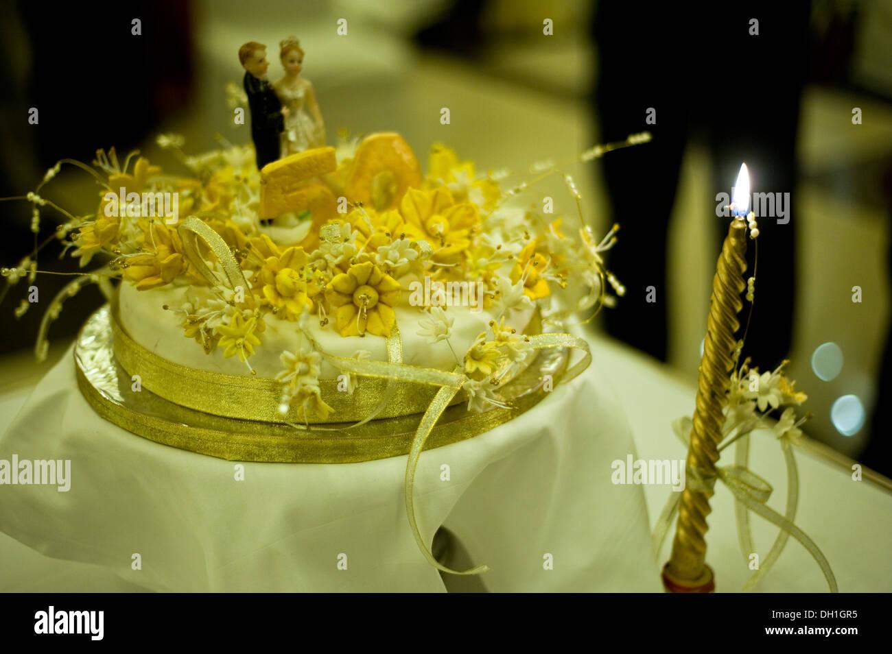 50esimo Anniversario Di Matrimonio.Il 50 Esimo Anniversario Di Matrimonio Torta Foto Immagine Stock