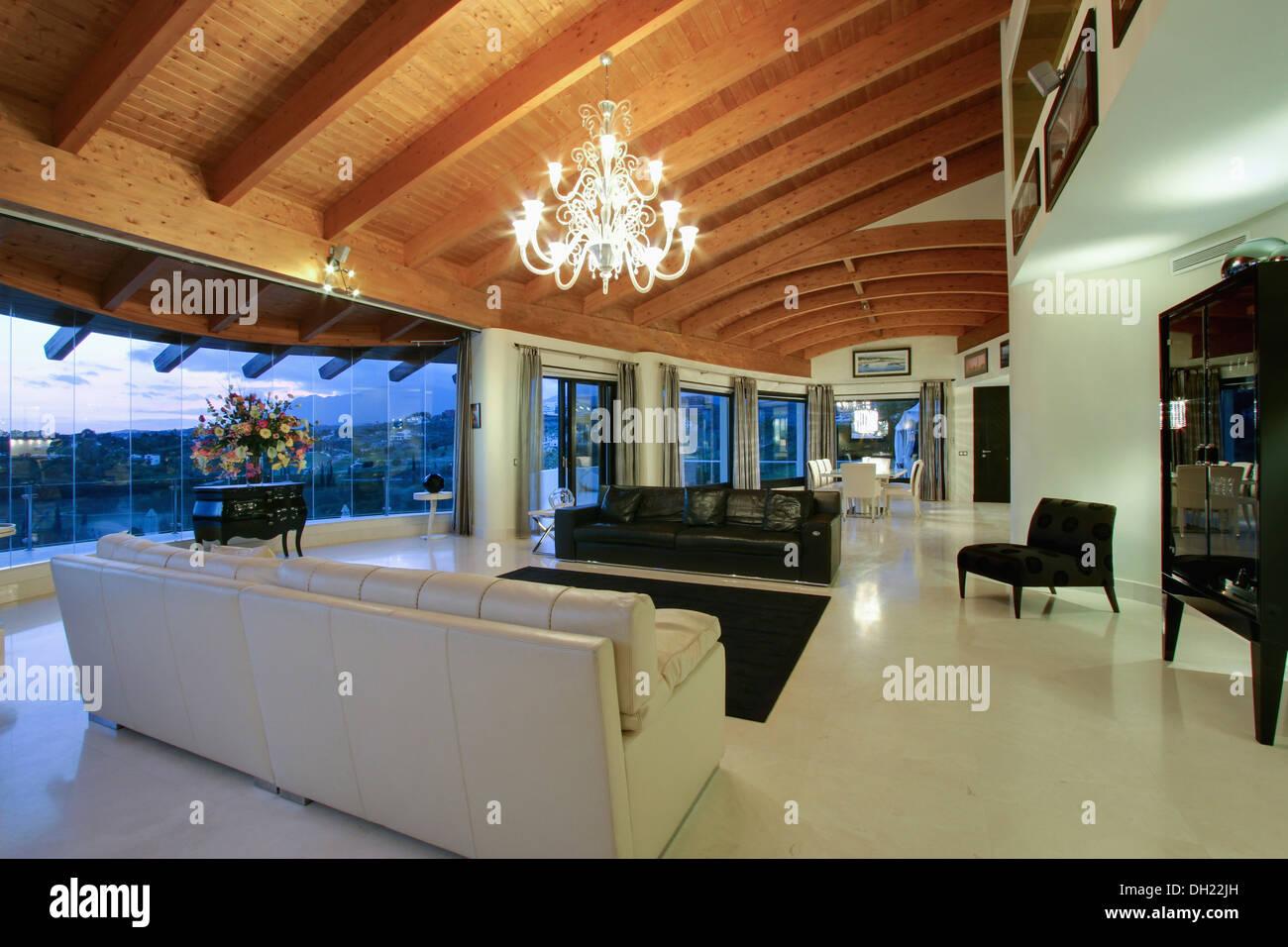 Lampadari Per Soffitti Con Travi In Legno : Lampadario sulla curva soffitto con travi in legno a vista in