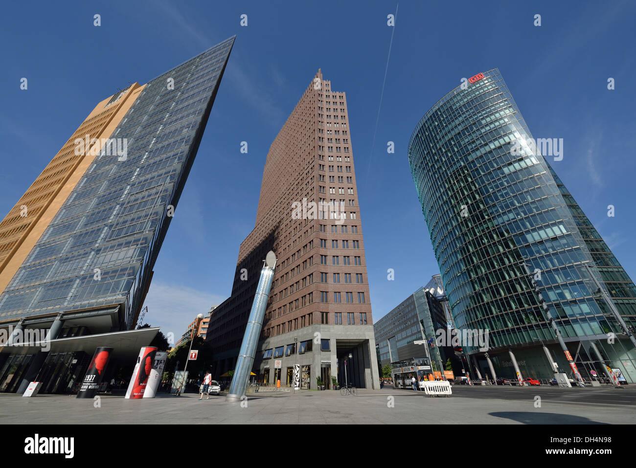Berlino. Germania. Potsdamer Platz. L-R, Daimler Chrysler Tower, Kollhoff Tower, Bahn Tower Foto Stock