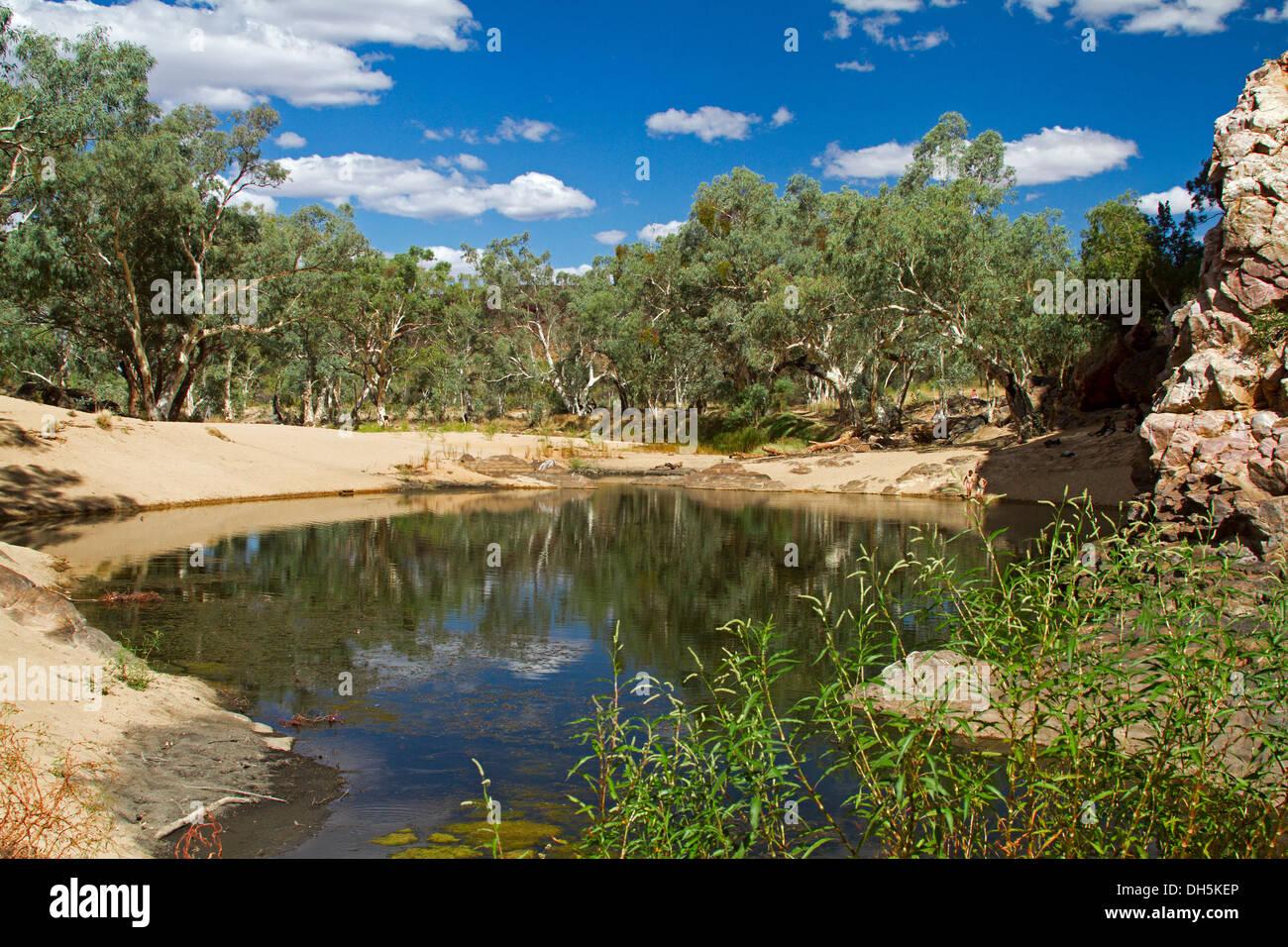 Paesaggi D Acqua Piscine il pittoresco entroterra paesaggio / blu piscina di acqua e