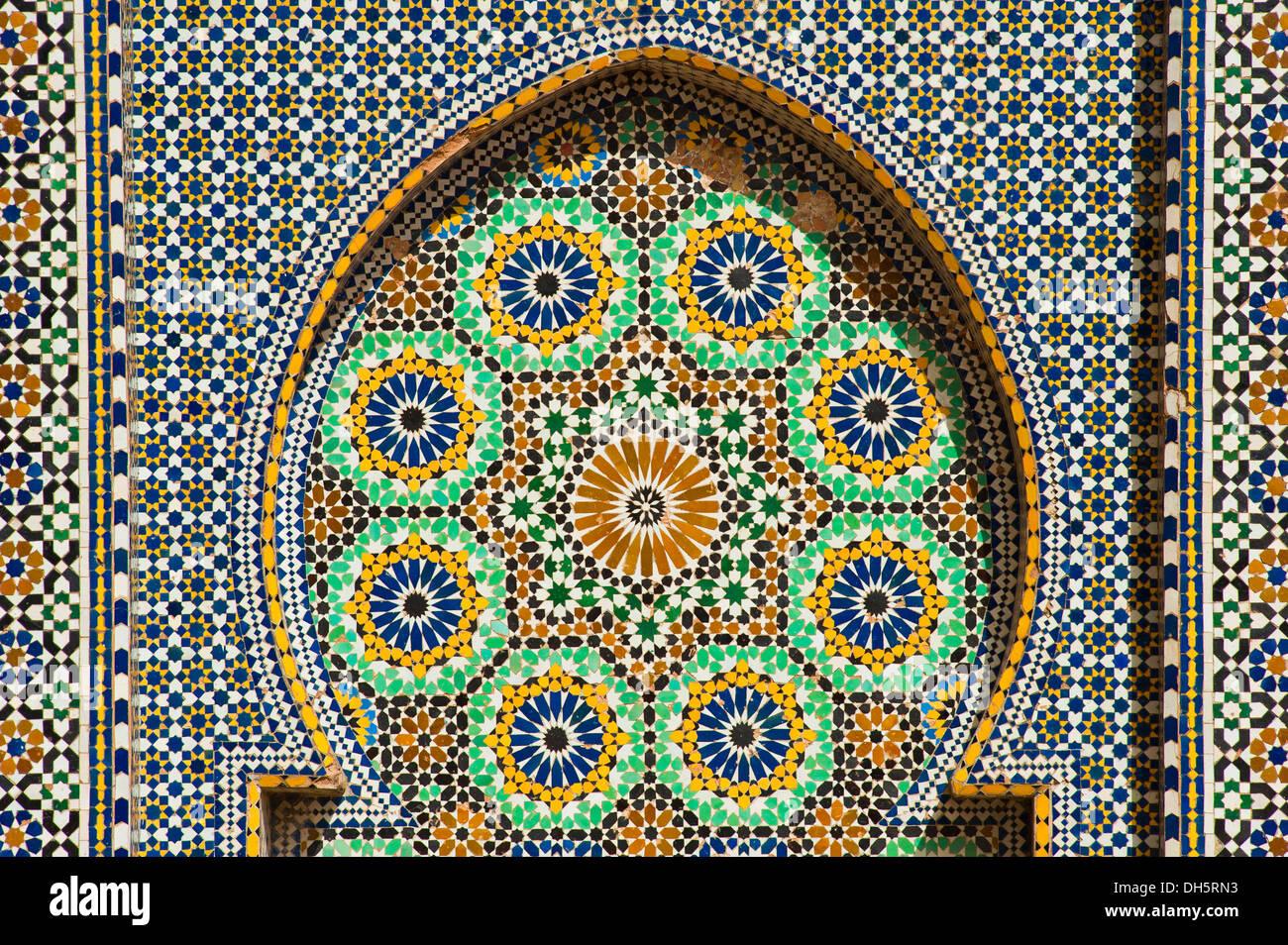 Mosaici di piastrelle zellige zillij o zellij tilework su una