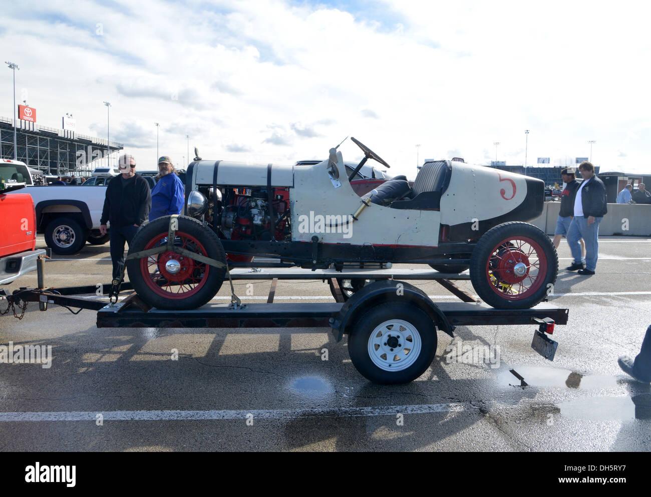 Auto d'epoca in vendita presso un guazzabuglio auto swap meet all'itinerario 66 Raceway, Elwood, Illinois sulla storica Route 66 Immagini Stock