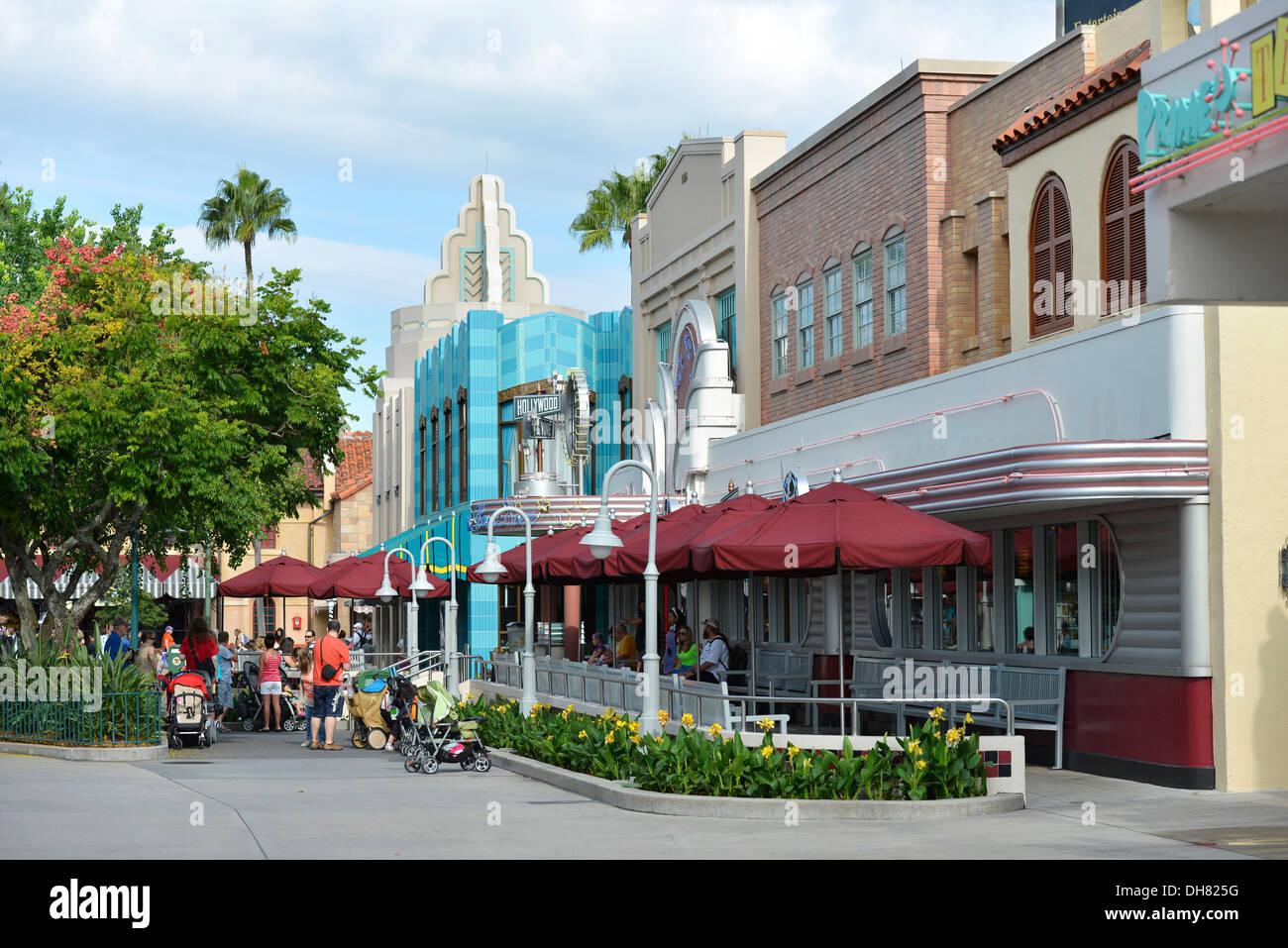 Fare acquisti e cenare presso gli studios di Hollywood, Hollywood & Vine Ristorante, Disney World Resort di Orlando, Florida Immagini Stock