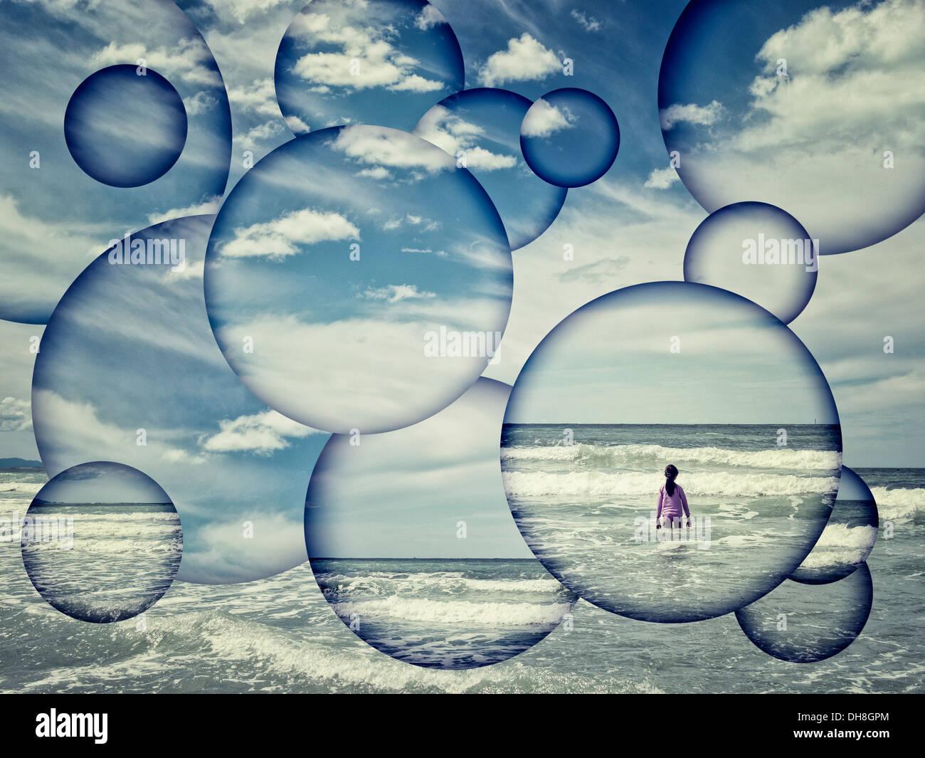 Ragazza, il mare e le onde astratta. Immagini Stock