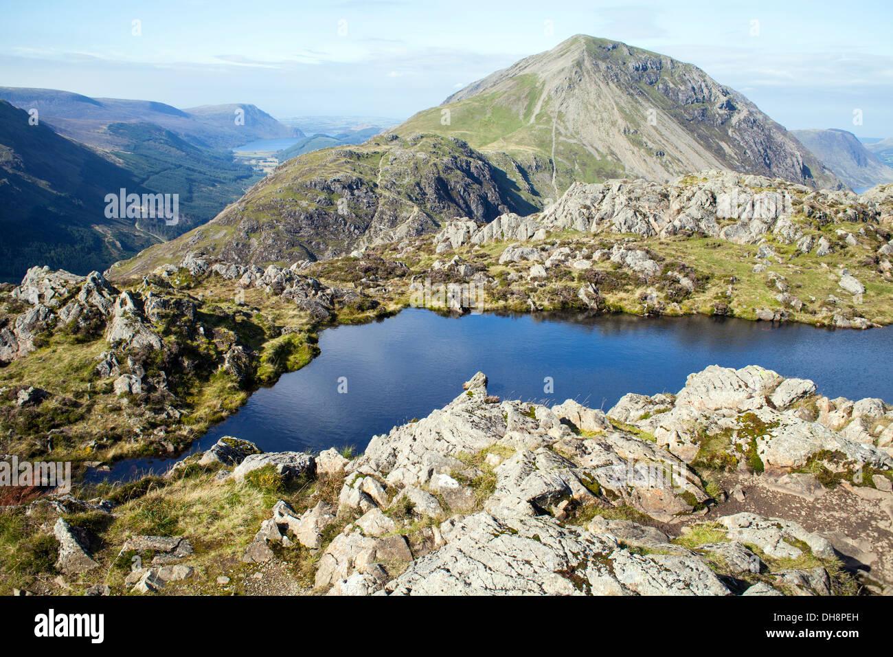 Tarn sulla sommità del pagliaio, Lake District, REGNO UNITO Immagini Stock