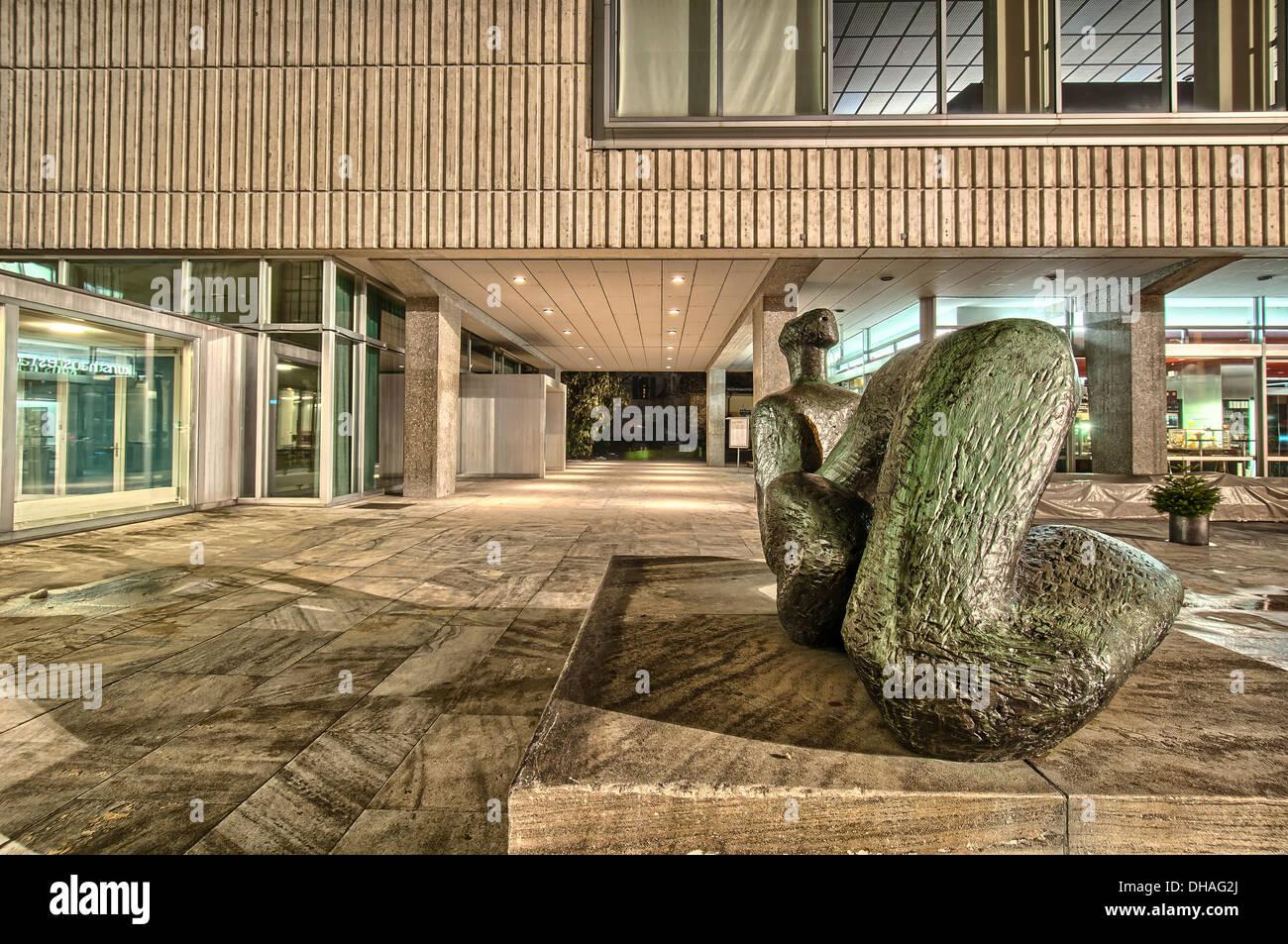 Kunstmuseum di scultura a Zurigo per la notte. La Svizzera. Immagini Stock