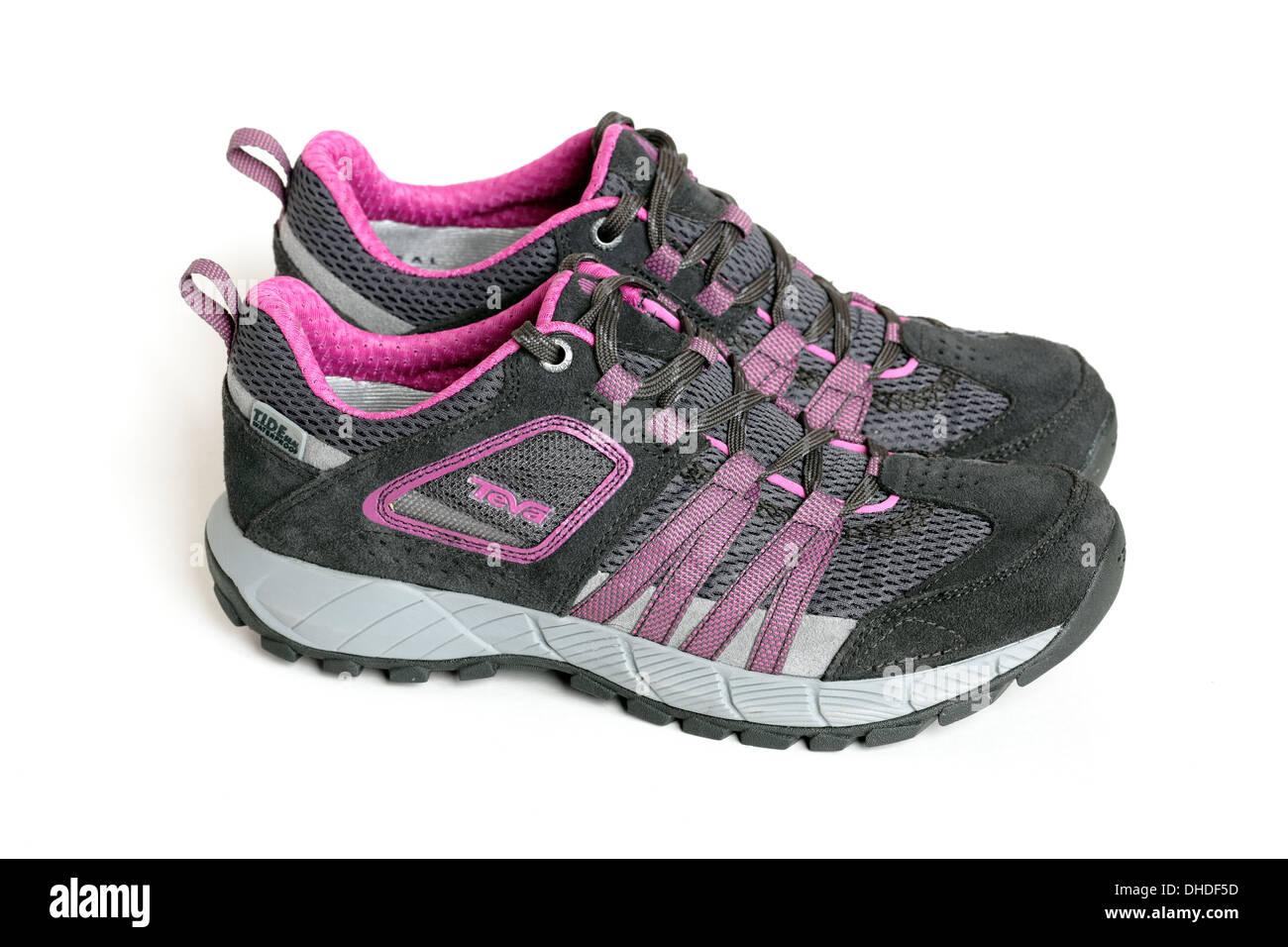 Una nuova coppia di Teva Wapta donna scarpe da passeggio, REGNO UNITO Immagini Stock