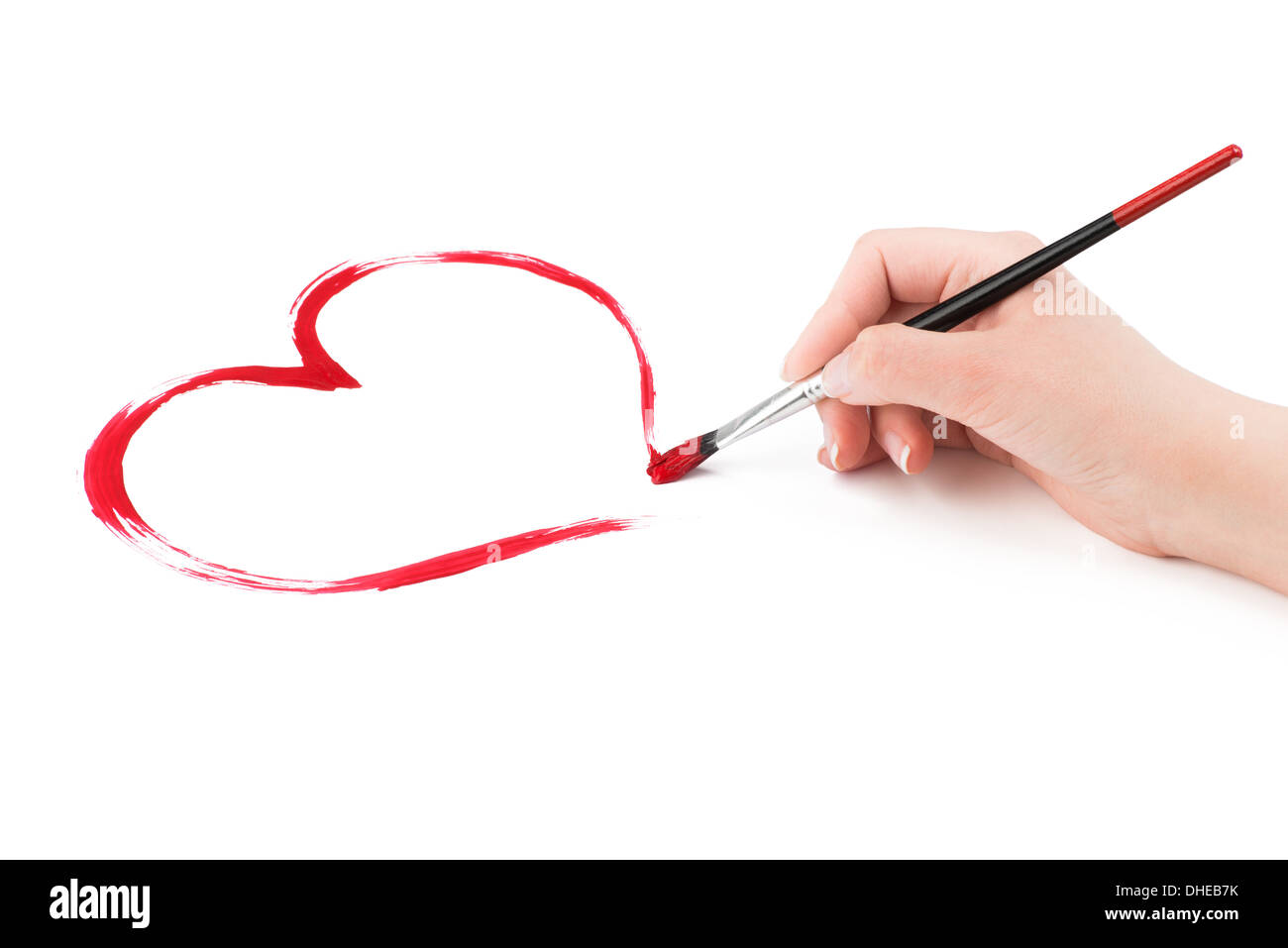 Donna Disegna A Mano Un Cuore Rosso Forma Con Un Pennello Su Uno