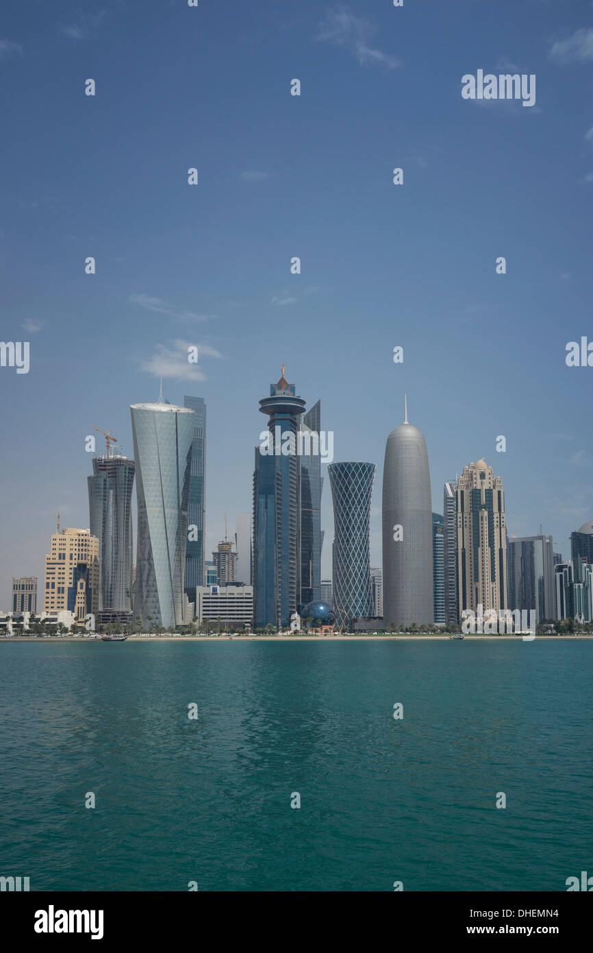 Il futuristico grattacieli a Doha, in Qatar, Medio Oriente Immagini Stock
