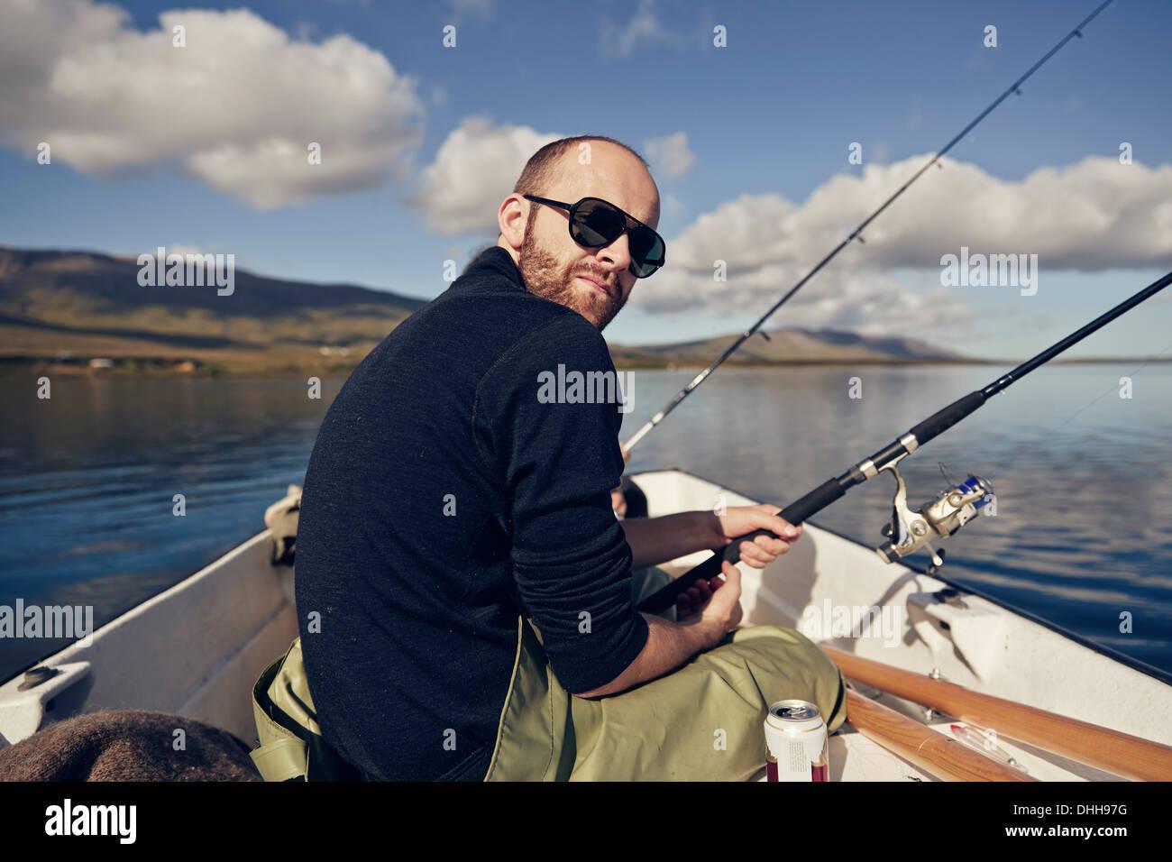 L'uomo sul viaggio di pesca Immagini Stock