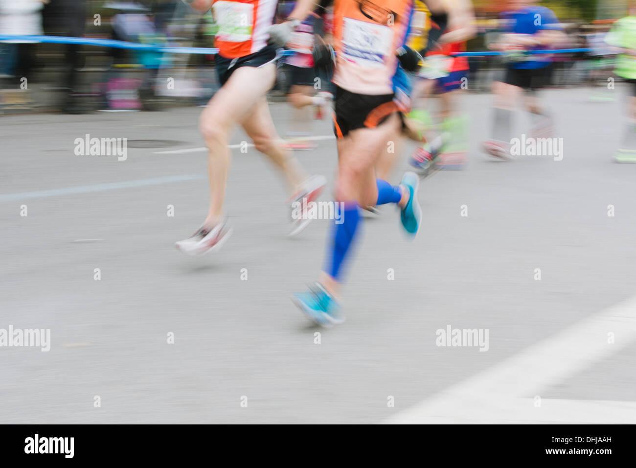 Sfocata guide di movimento. 2013 ING New York City Marathon Immagini Stock
